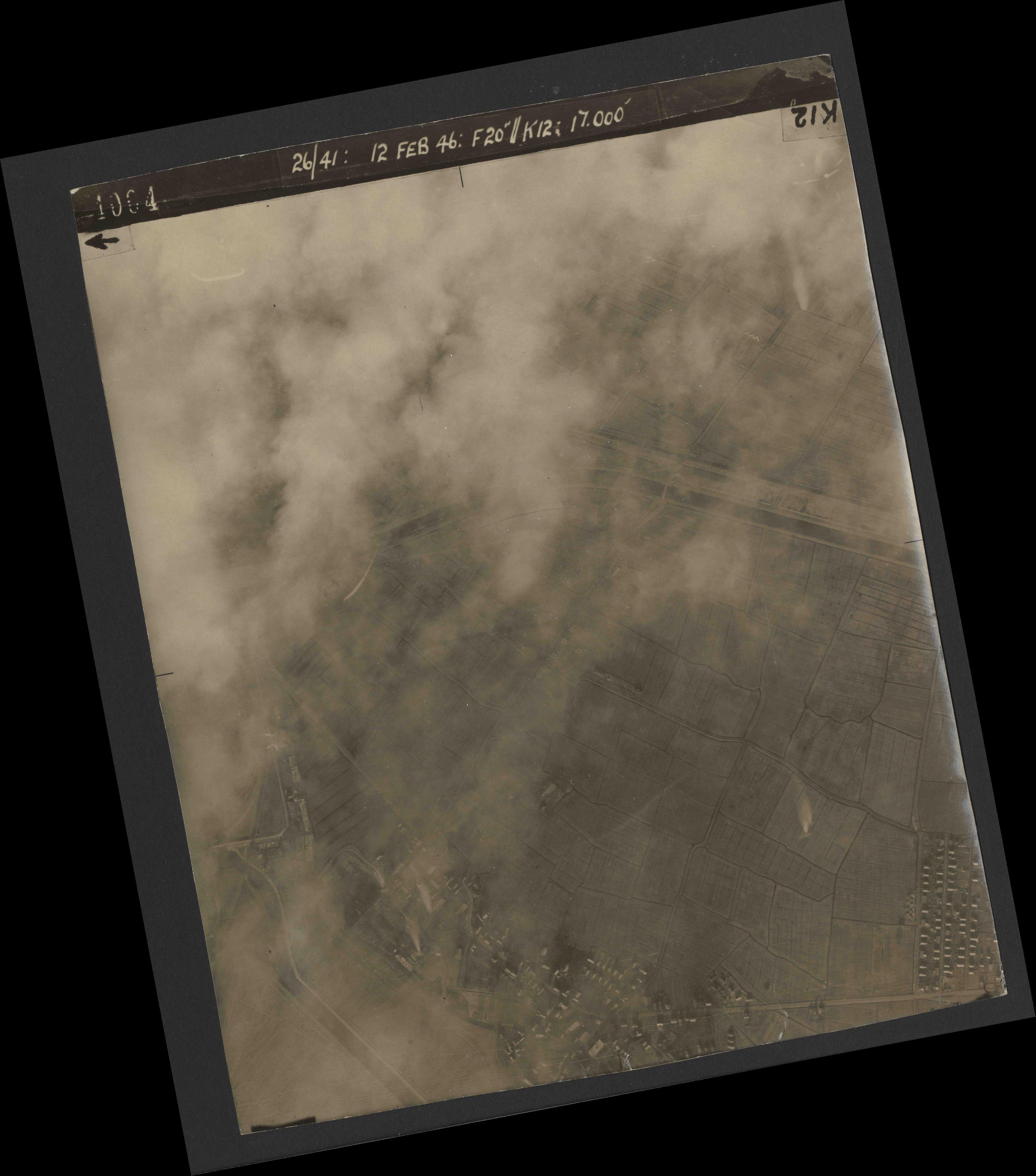 Collection RAF aerial photos 1940-1945 - flight 212, run 01, photo 4004