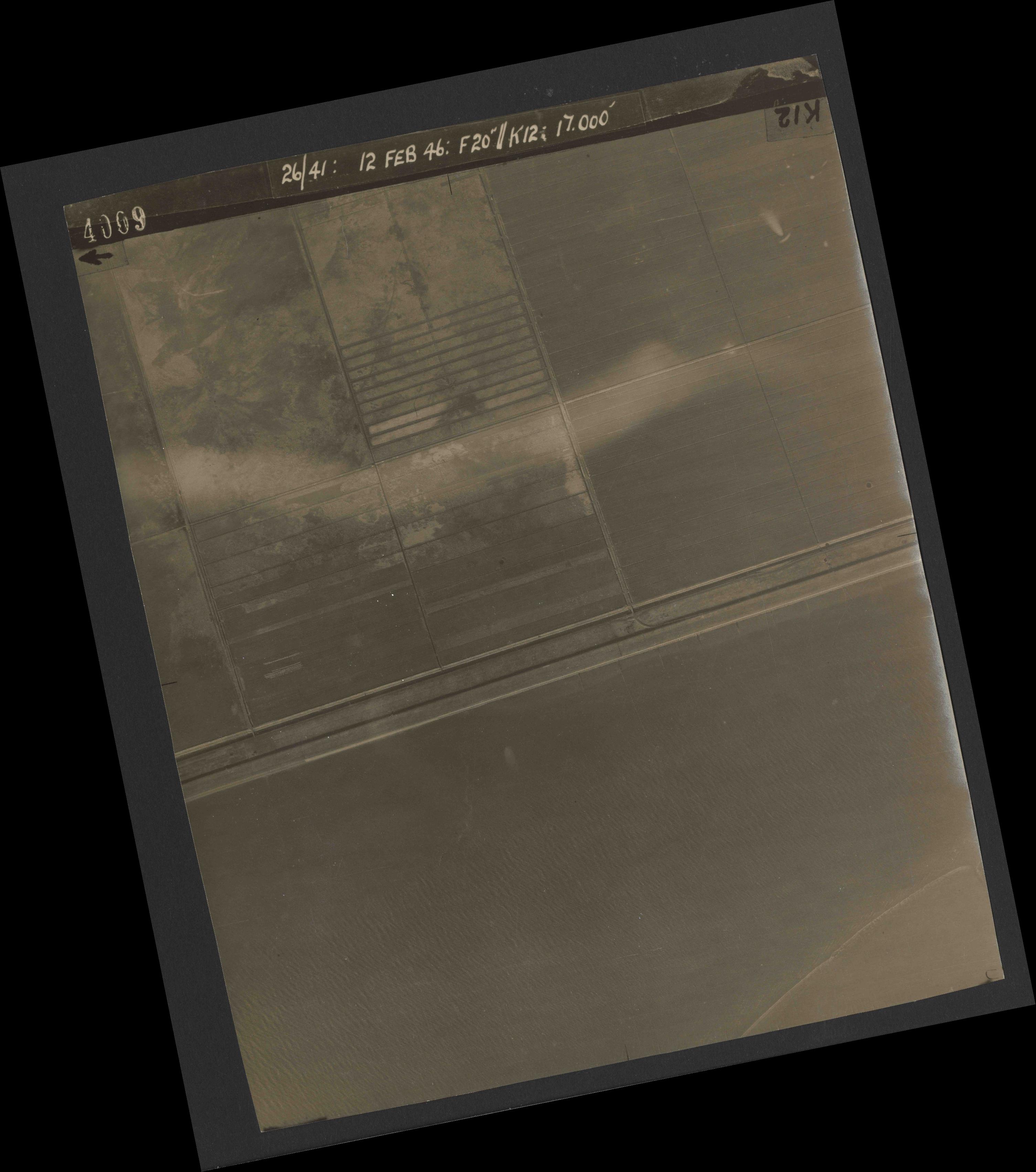 Collection RAF aerial photos 1940-1945 - flight 212, run 02, photo 4009