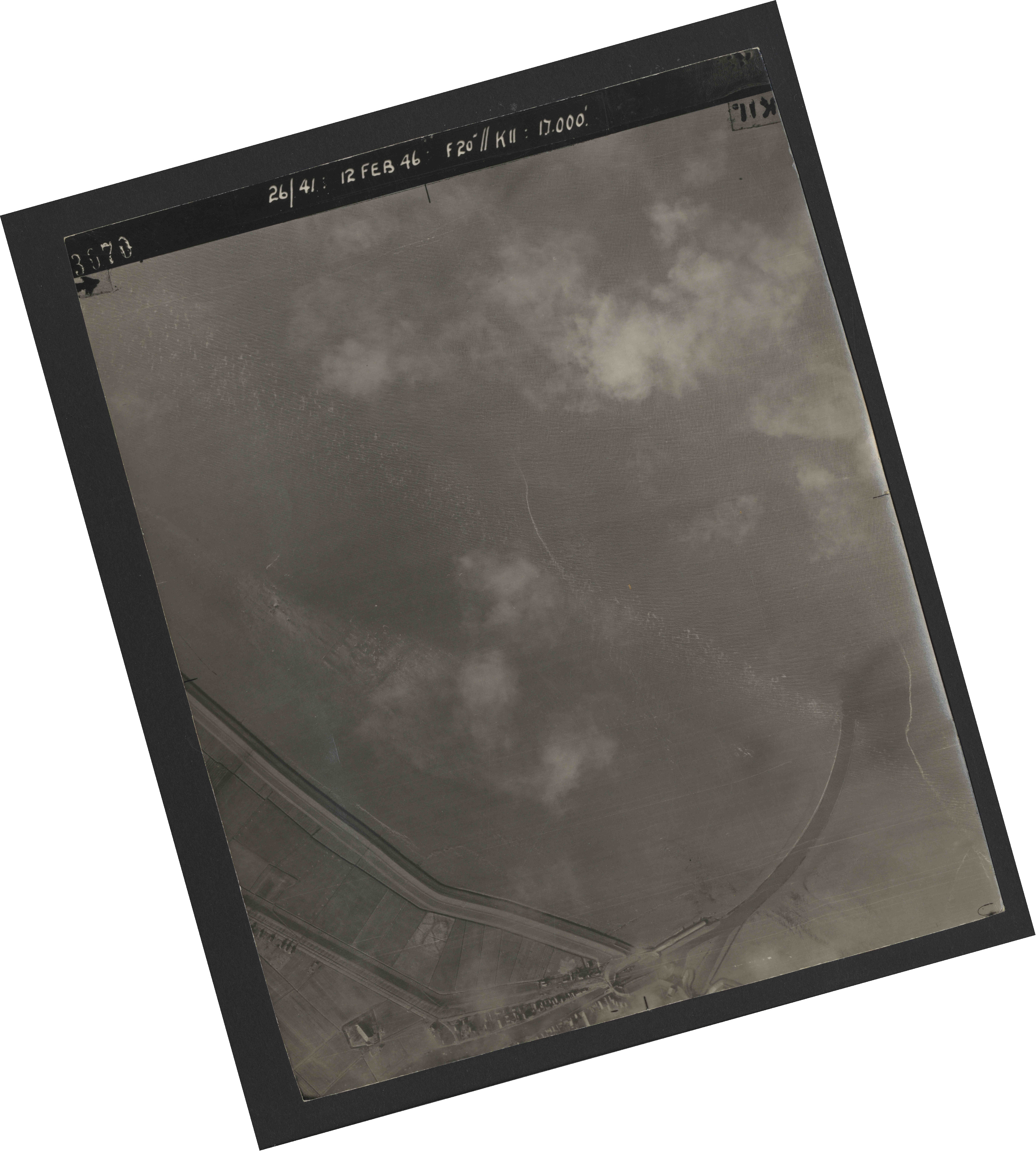 Collection RAF aerial photos 1940-1945 - flight 212, run 03, photo 3070