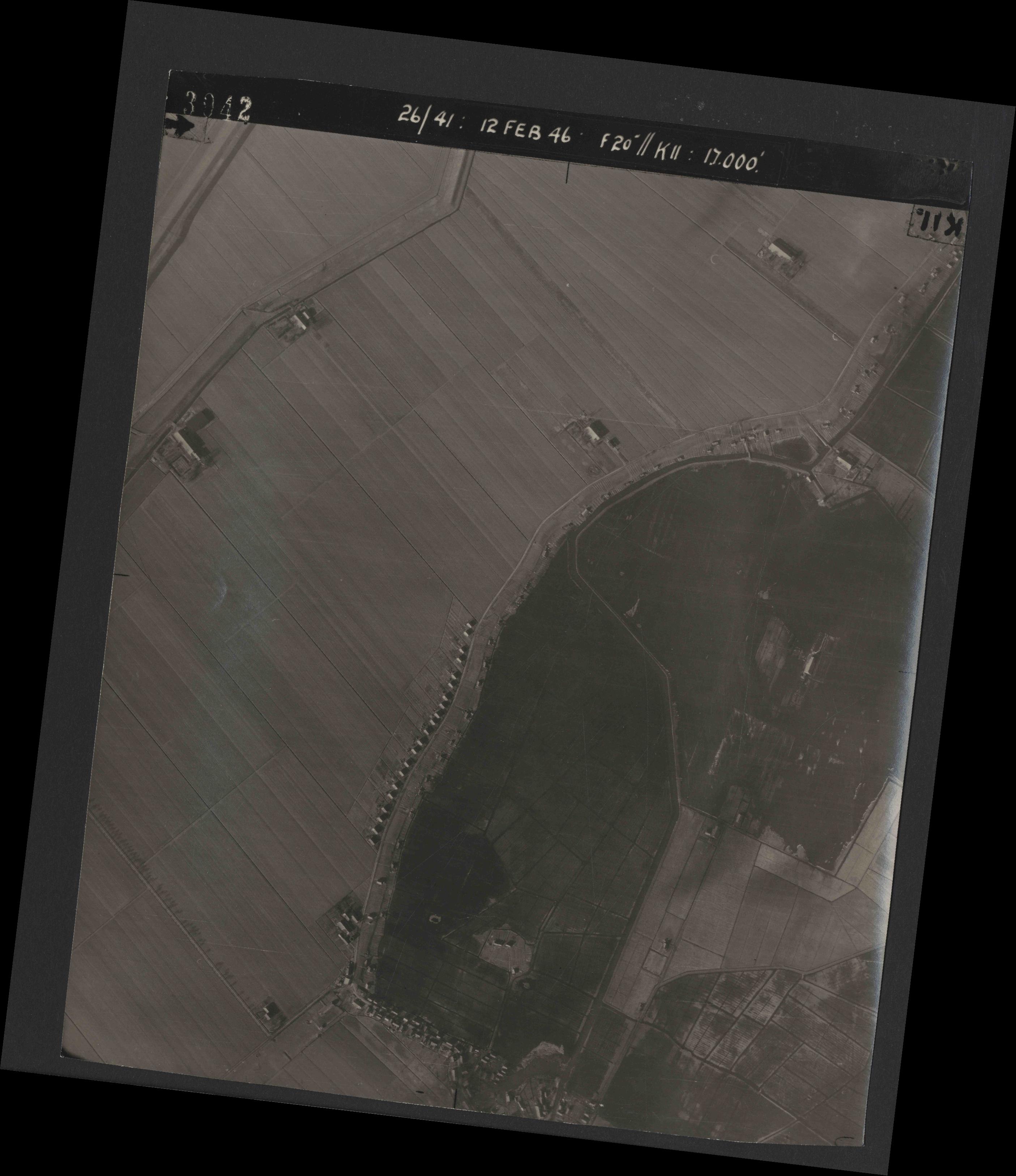 Collection RAF aerial photos 1940-1945 - flight 212, run 07, photo 3042