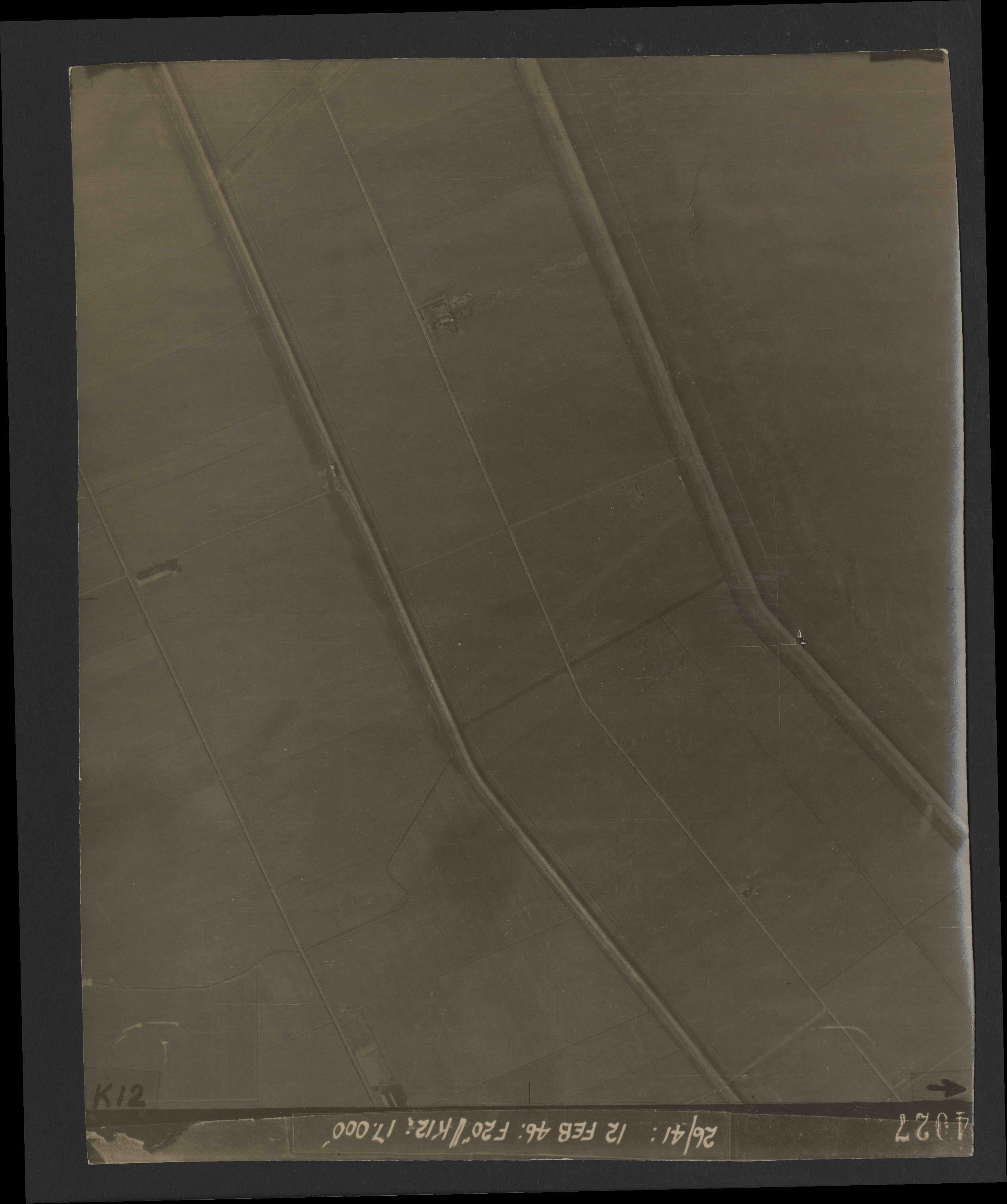 Collection RAF aerial photos 1940-1945 - flight 212, run 11, photo 4027