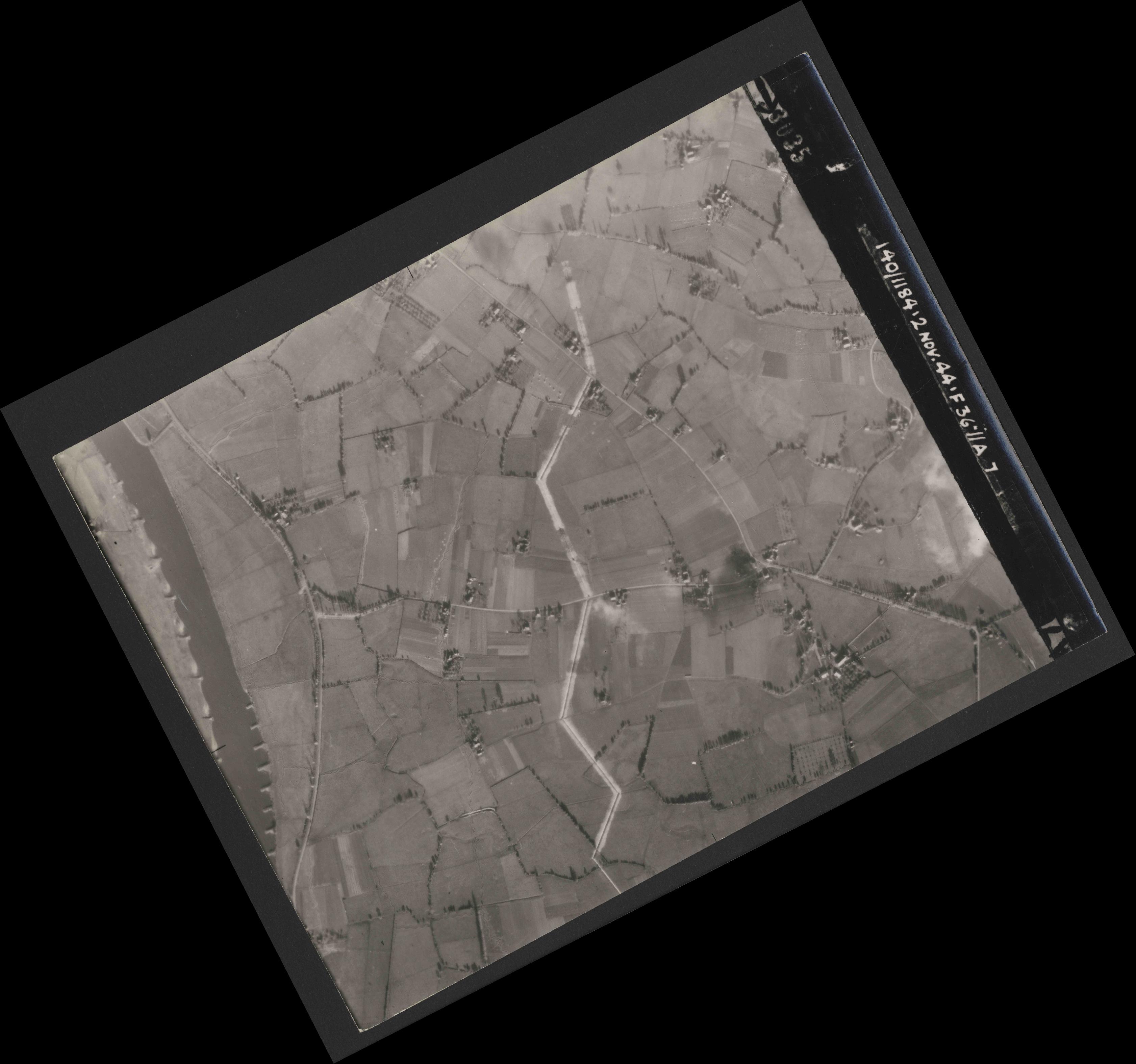 Collection RAF aerial photos 1940-1945 - flight 228, run 06, photo 3035