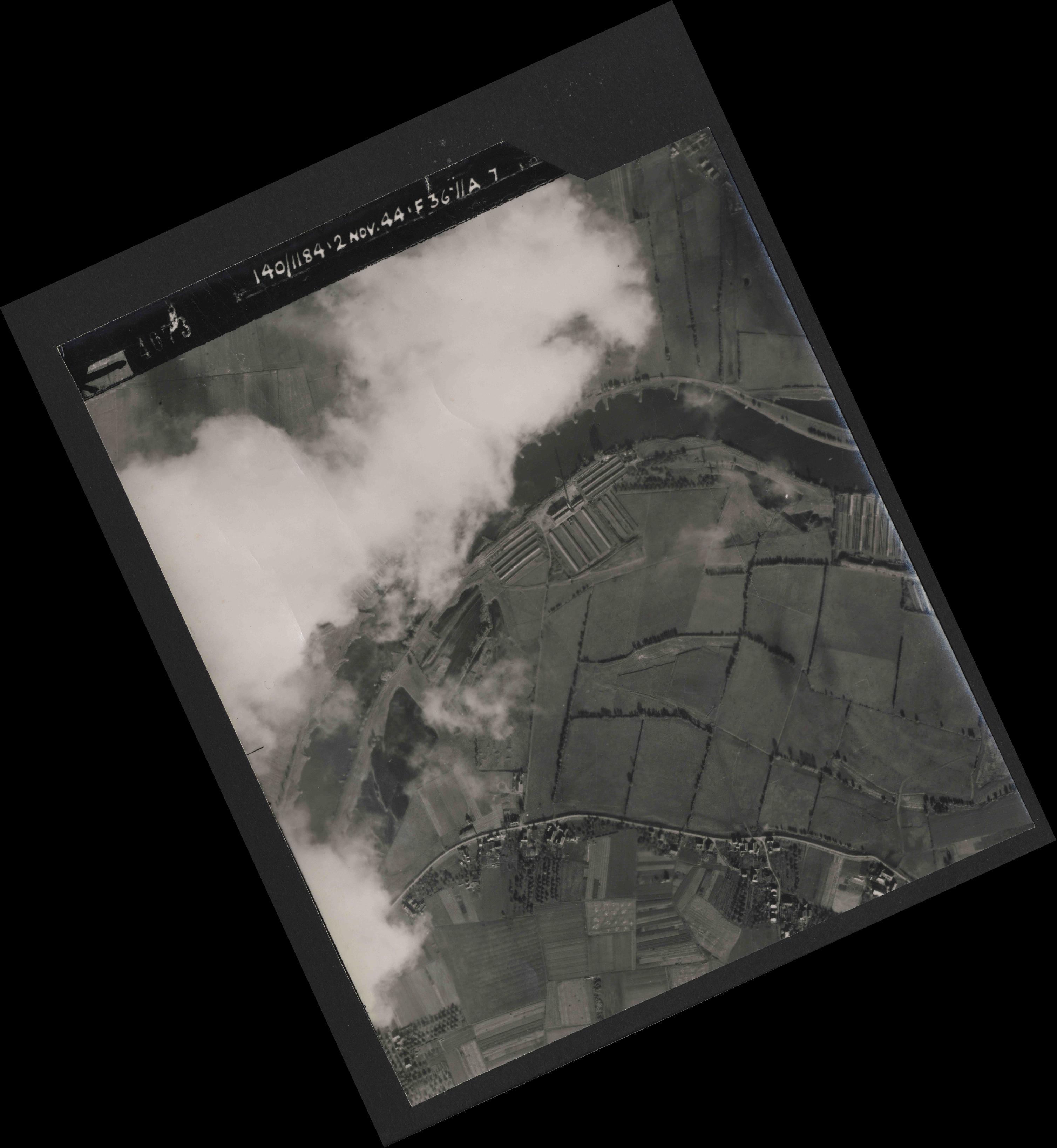 Collection RAF aerial photos 1940-1945 - flight 228, run 07, photo 4073