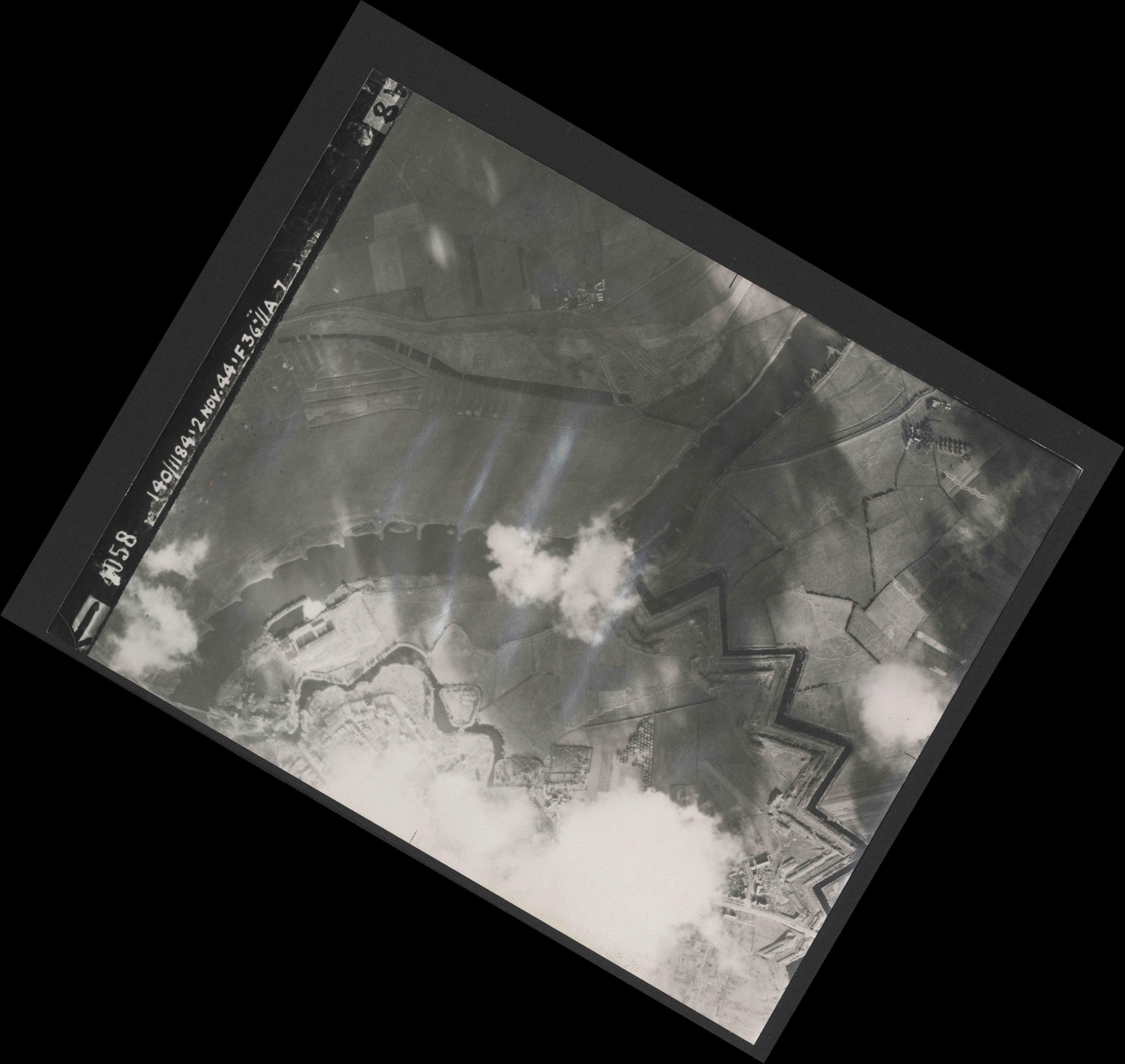 Collection RAF aerial photos 1940-1945 - flight 228, run 09, photo 4058