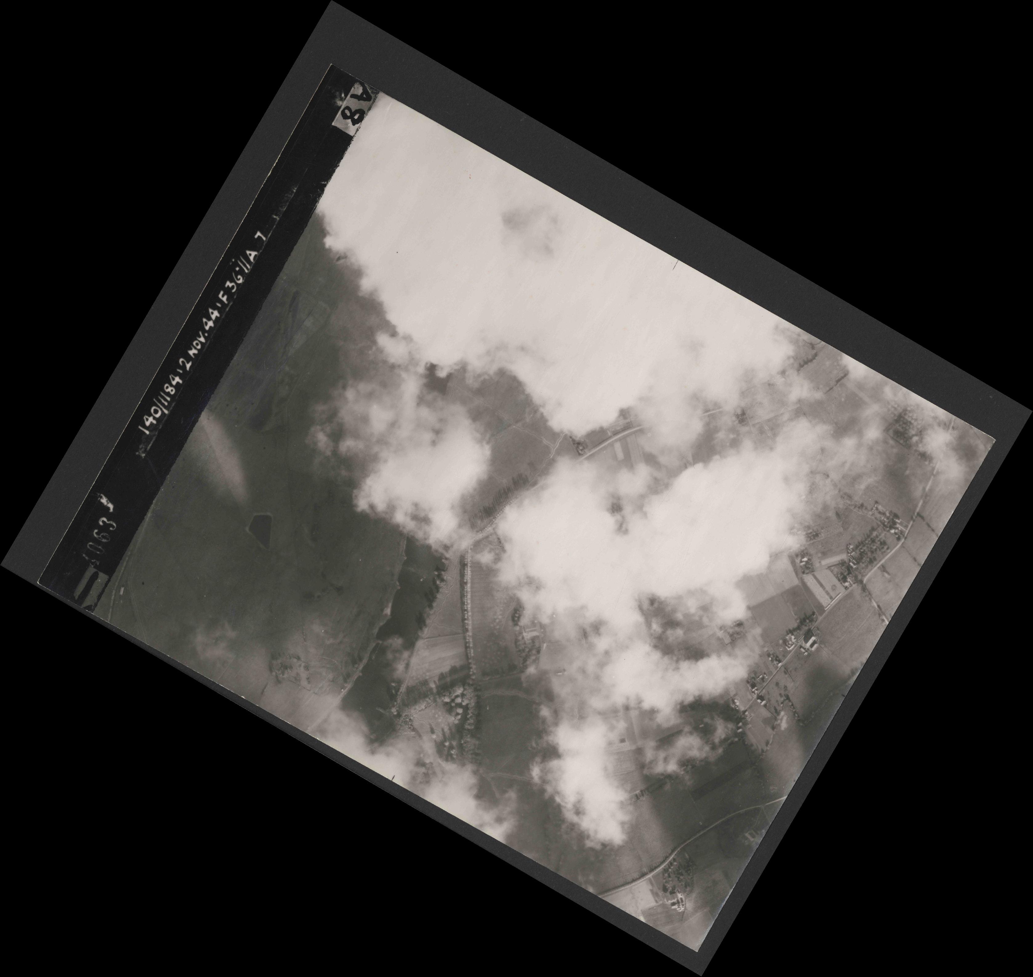 Collection RAF aerial photos 1940-1945 - flight 228, run 09, photo 4063