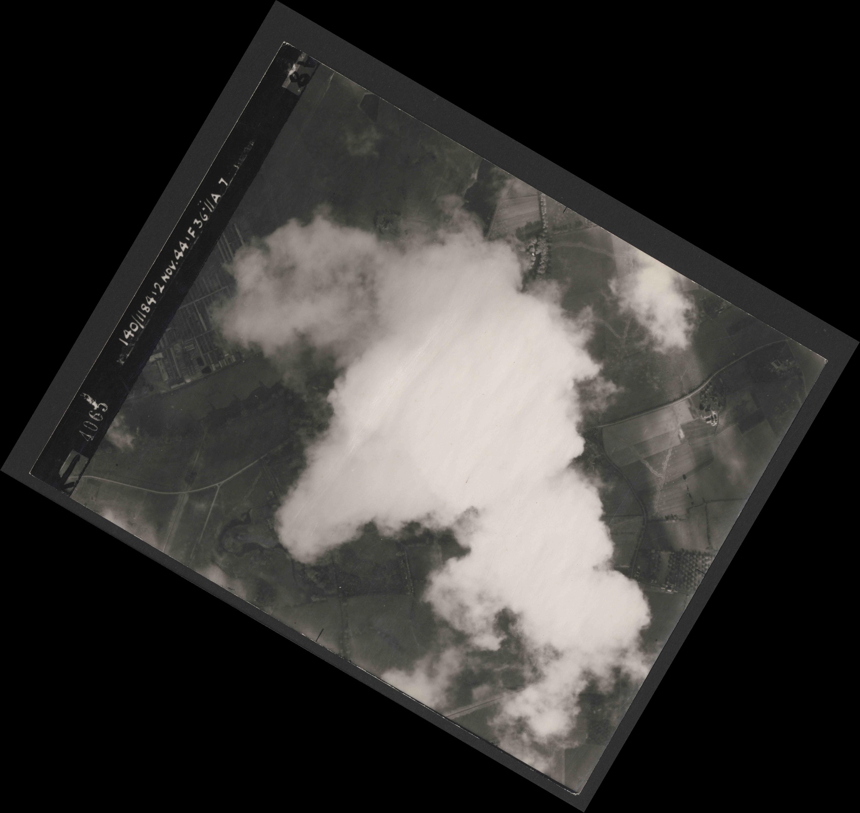 Collection RAF aerial photos 1940-1945 - flight 228, run 09, photo 4065