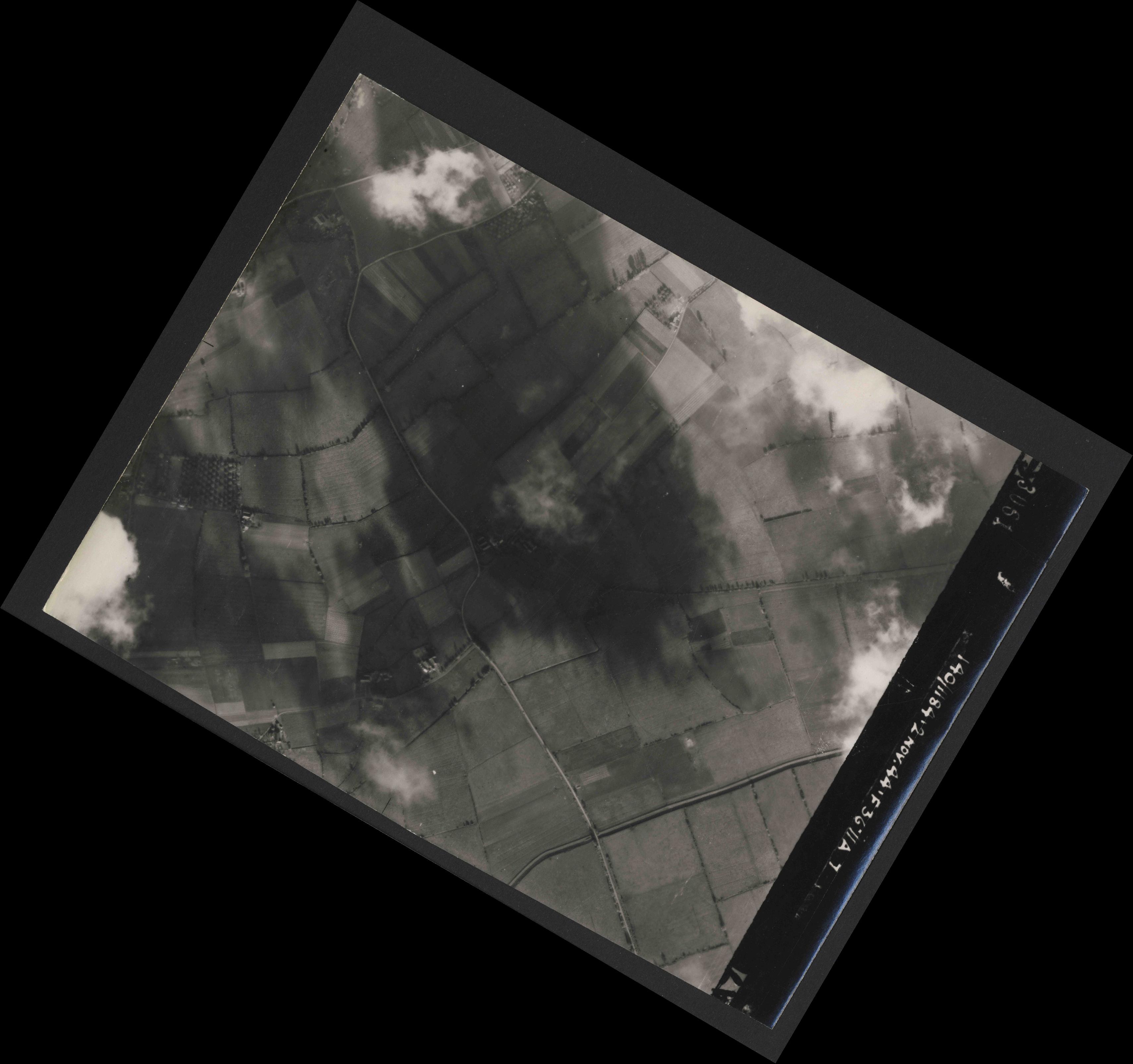 Collection RAF aerial photos 1940-1945 - flight 228, run 10, photo 3061
