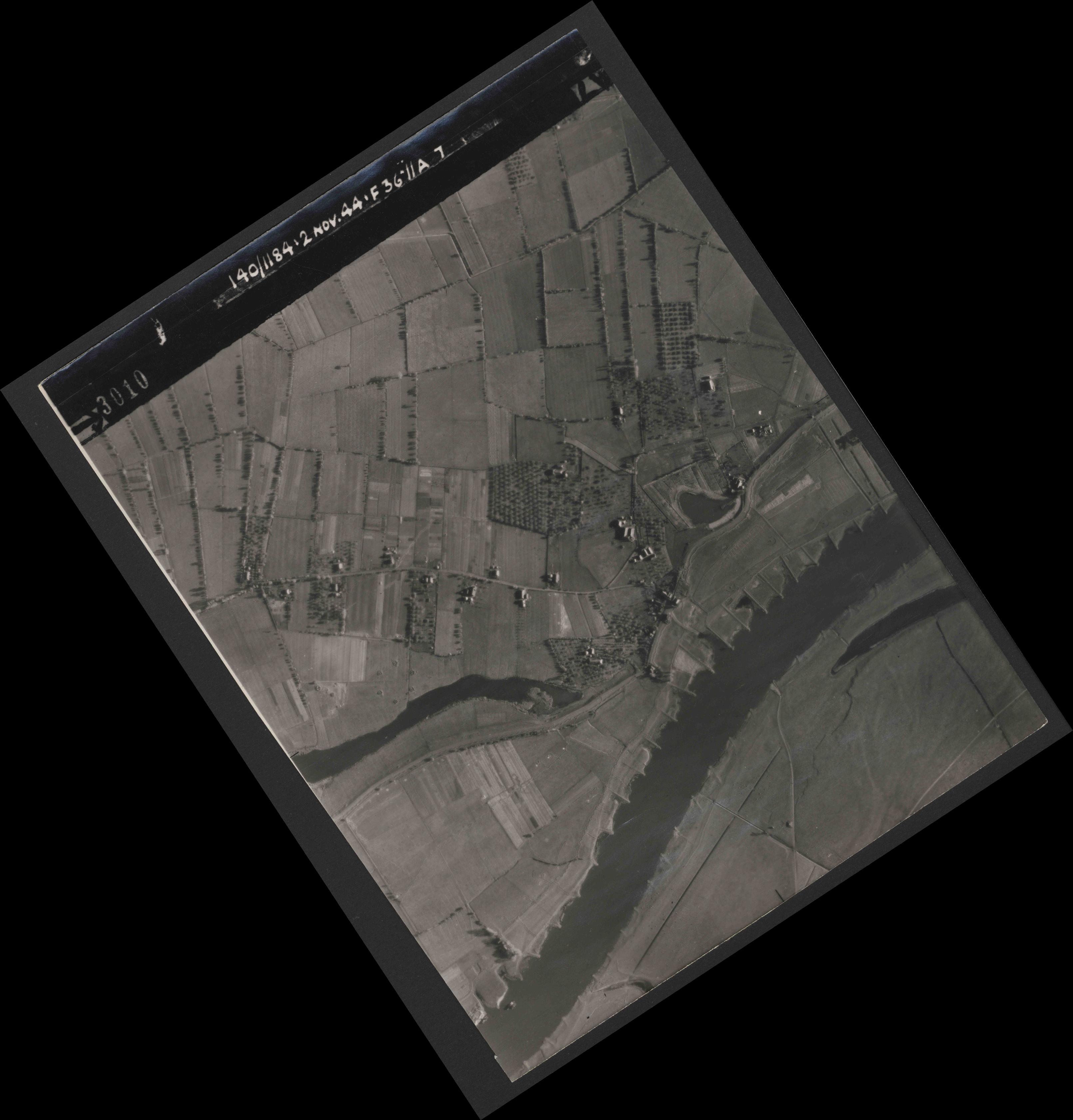 Collection RAF aerial photos 1940-1945 - flight 228, run 11, photo 3010