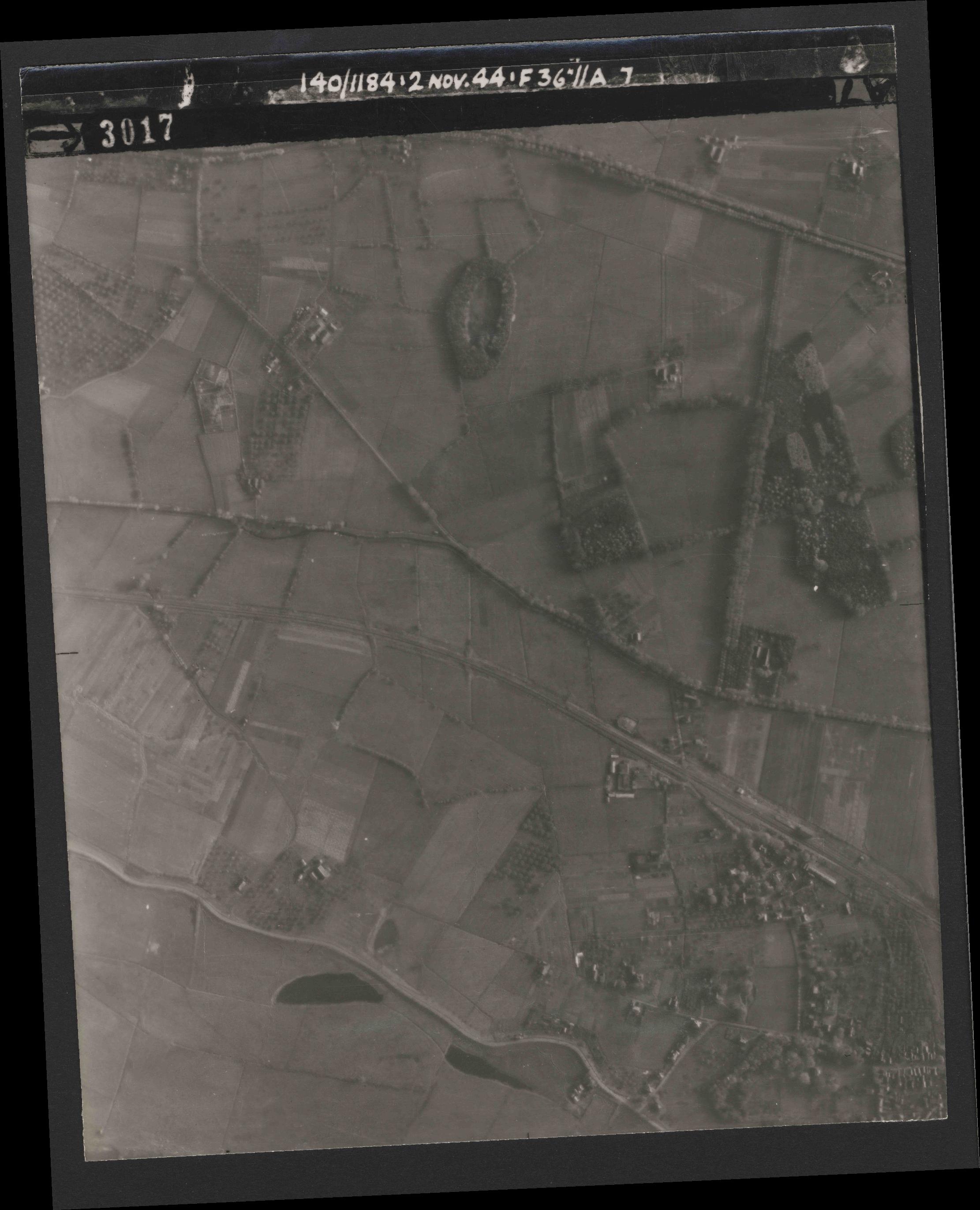 Collection RAF aerial photos 1940-1945 - flight 228, run 11, photo 3017