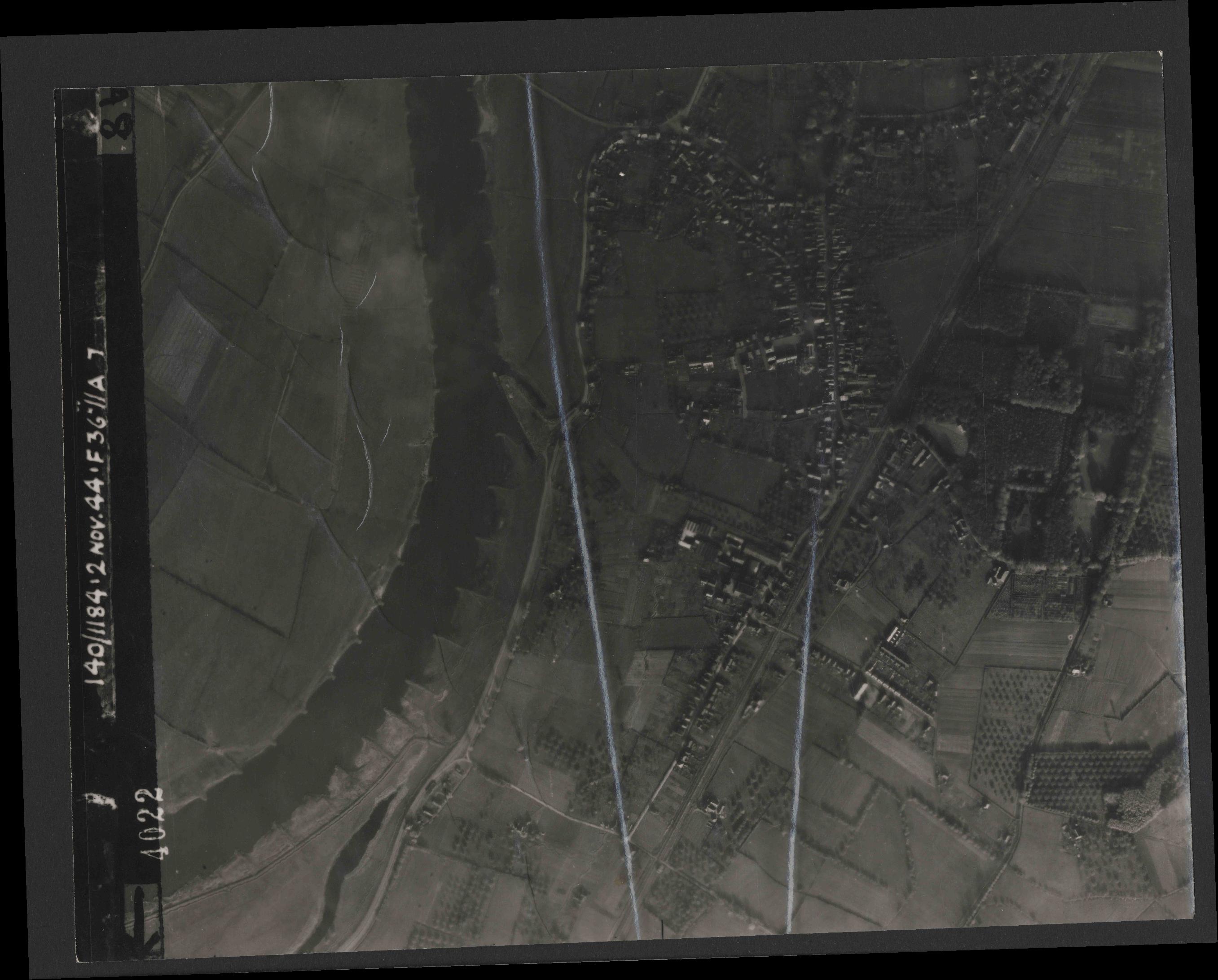 Collection RAF aerial photos 1940-1945 - flight 228, run 12, photo 4022