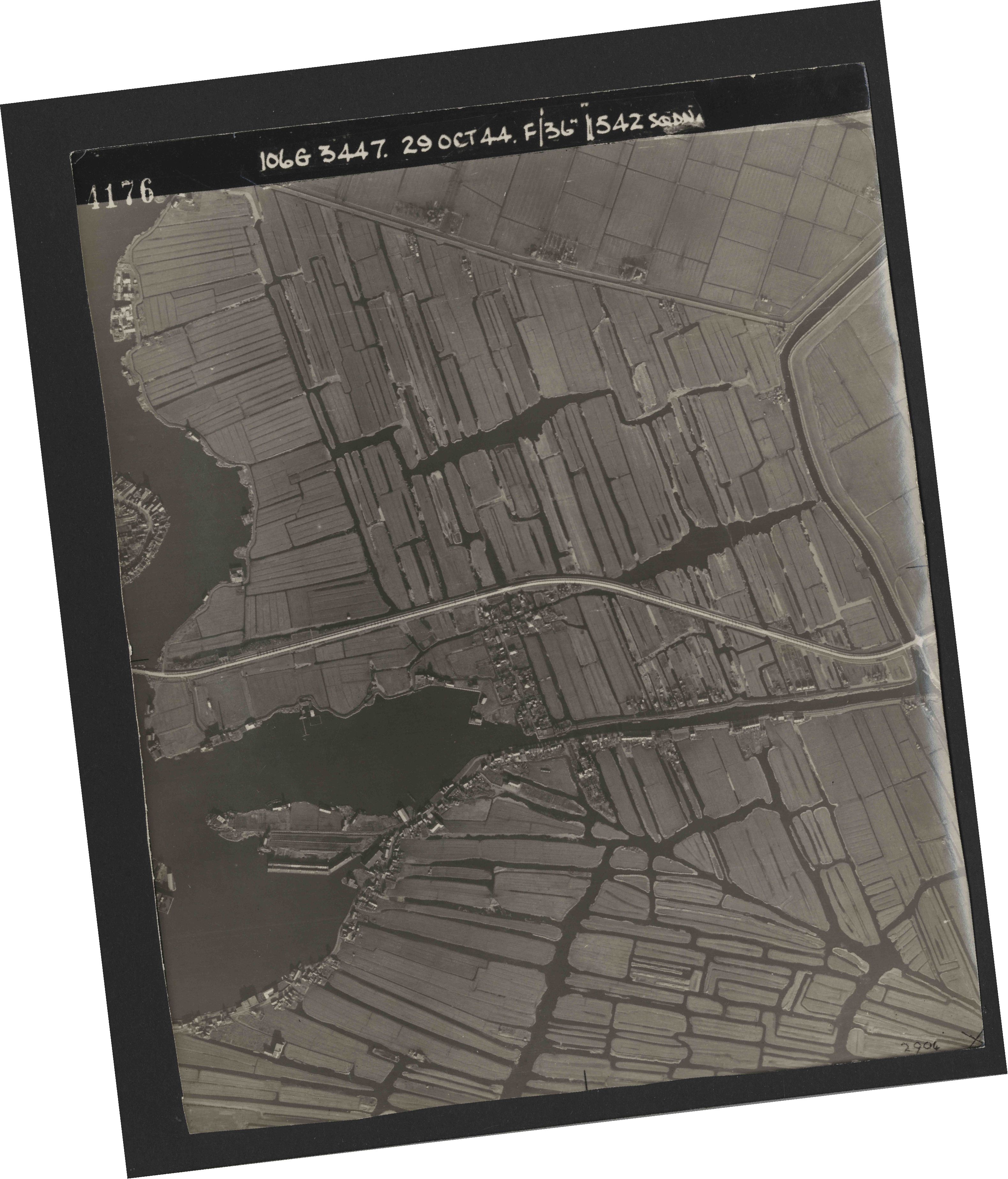 Collection RAF aerial photos 1940-1945 - flight 236, run 01, photo 4176