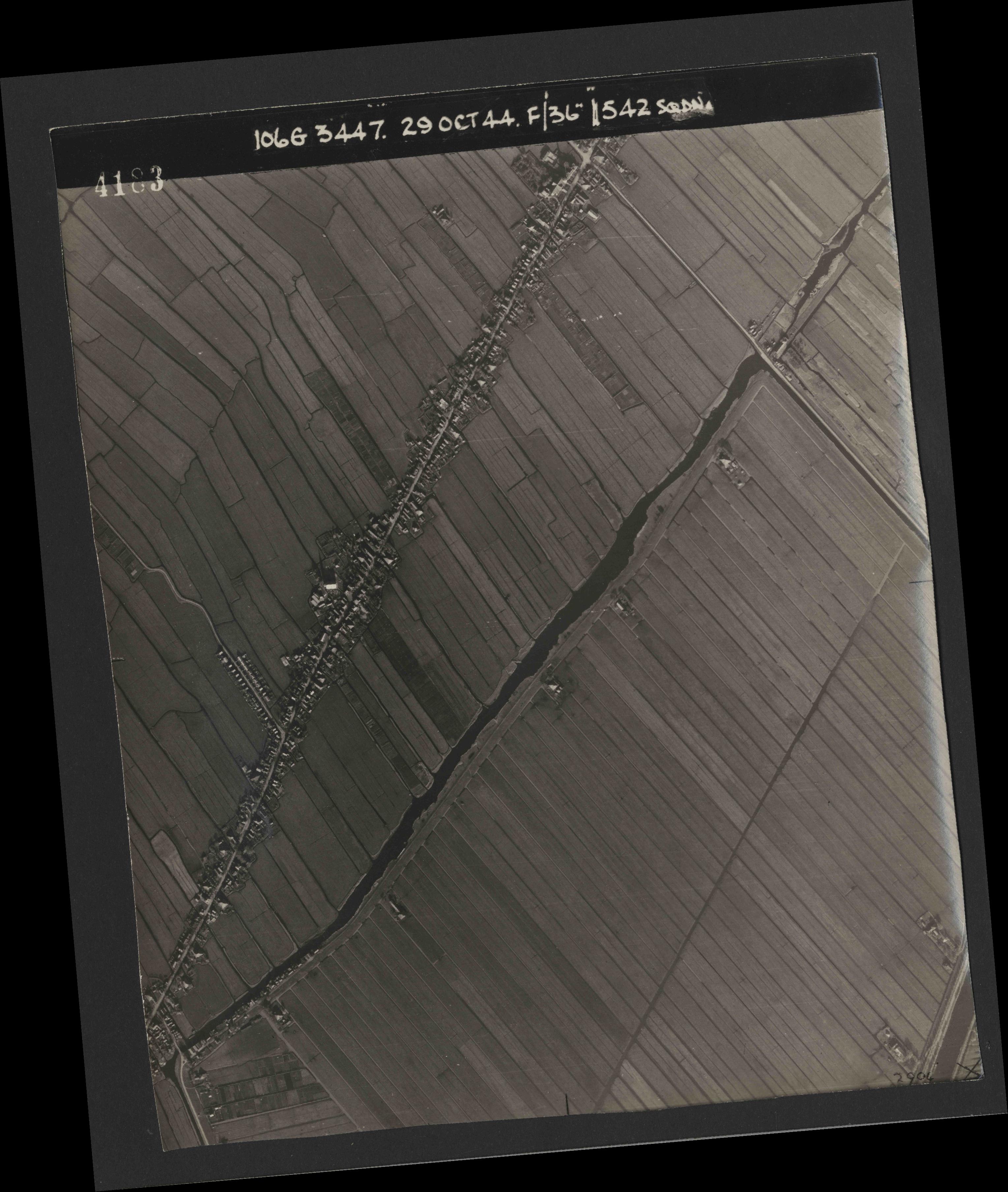 Collection RAF aerial photos 1940-1945 - flight 236, run 01, photo 4183