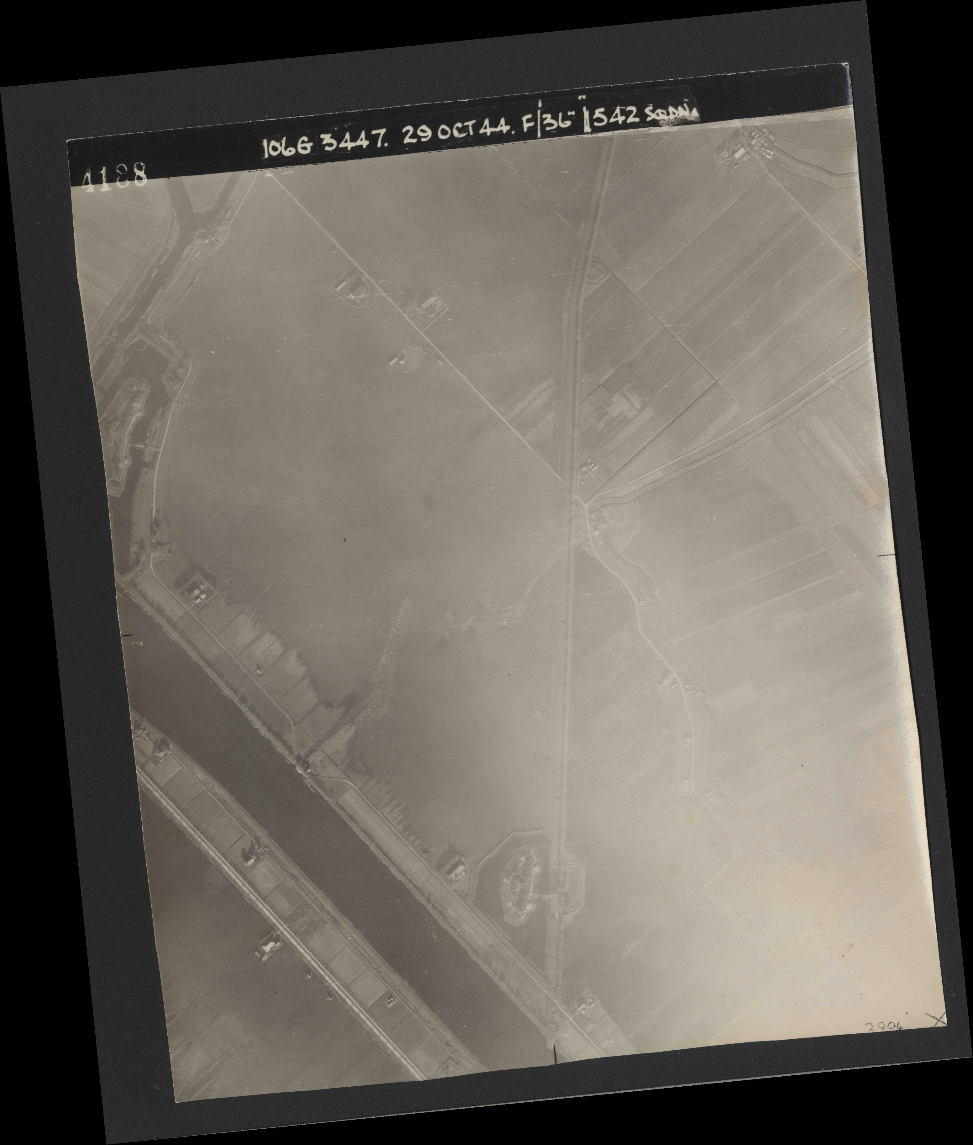 Collection RAF aerial photos 1940-1945 - flight 236, run 01, photo 4188
