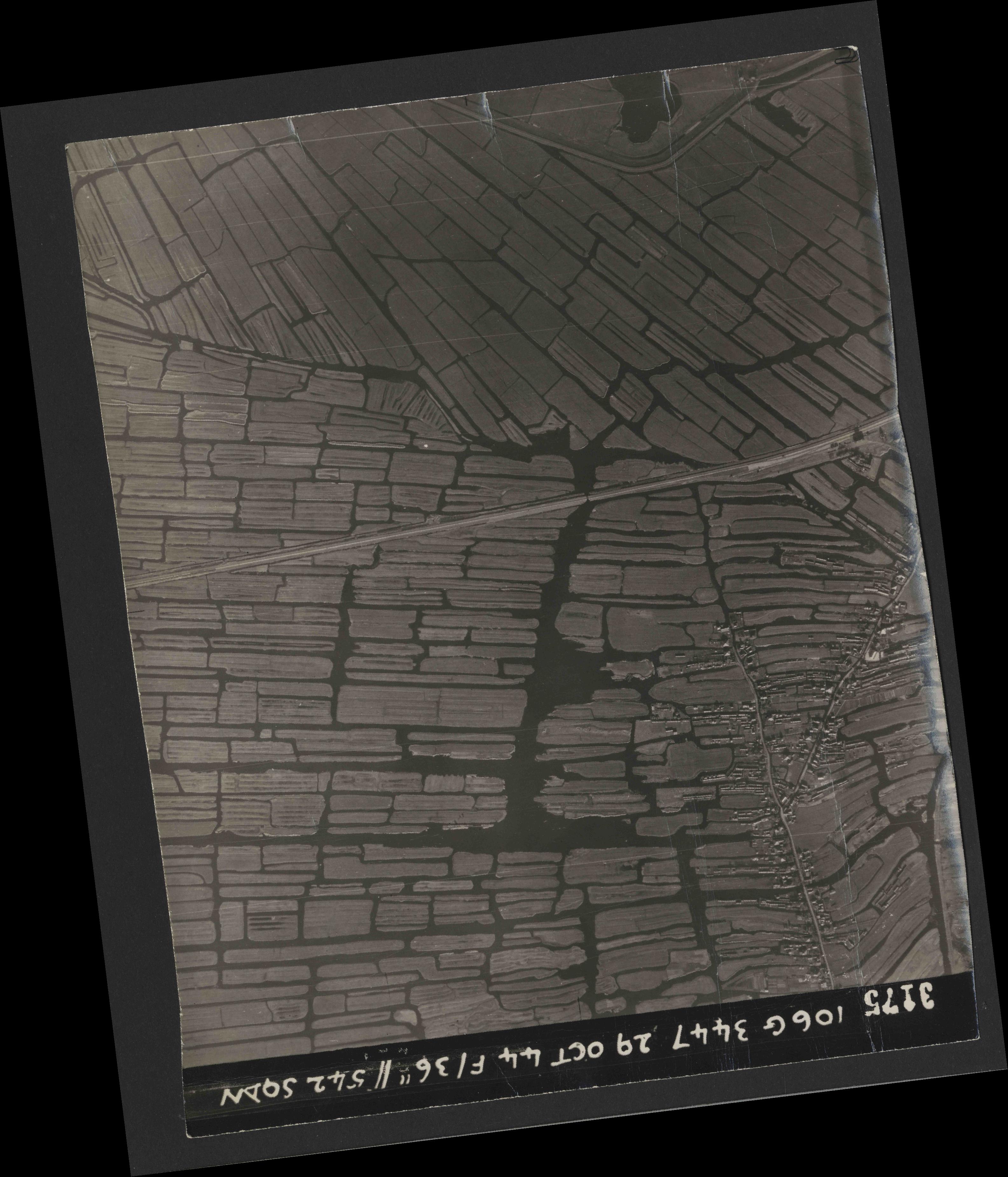 Collection RAF aerial photos 1940-1945 - flight 236, run 02, photo 3175