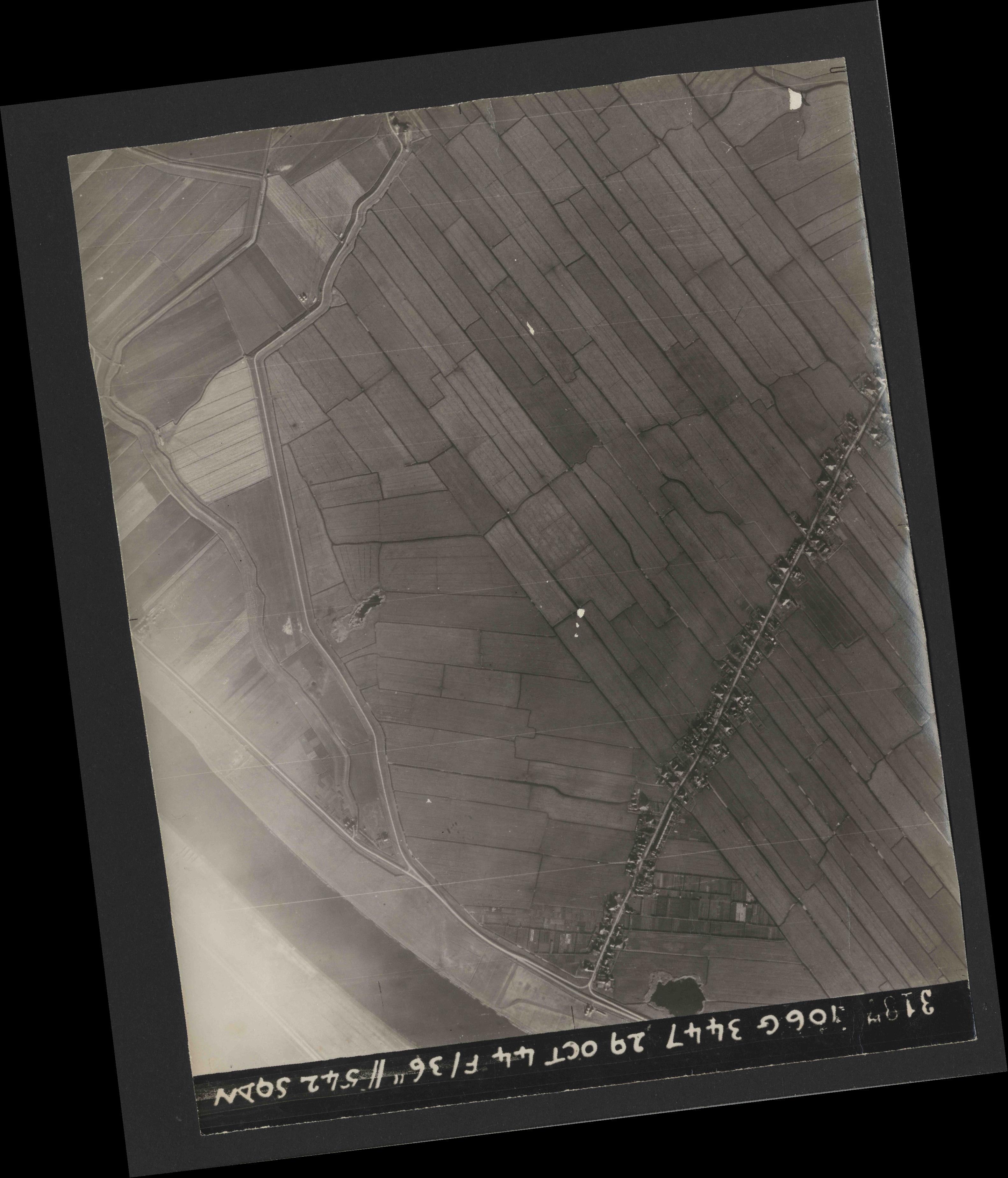 Collection RAF aerial photos 1940-1945 - flight 236, run 02, photo 3187