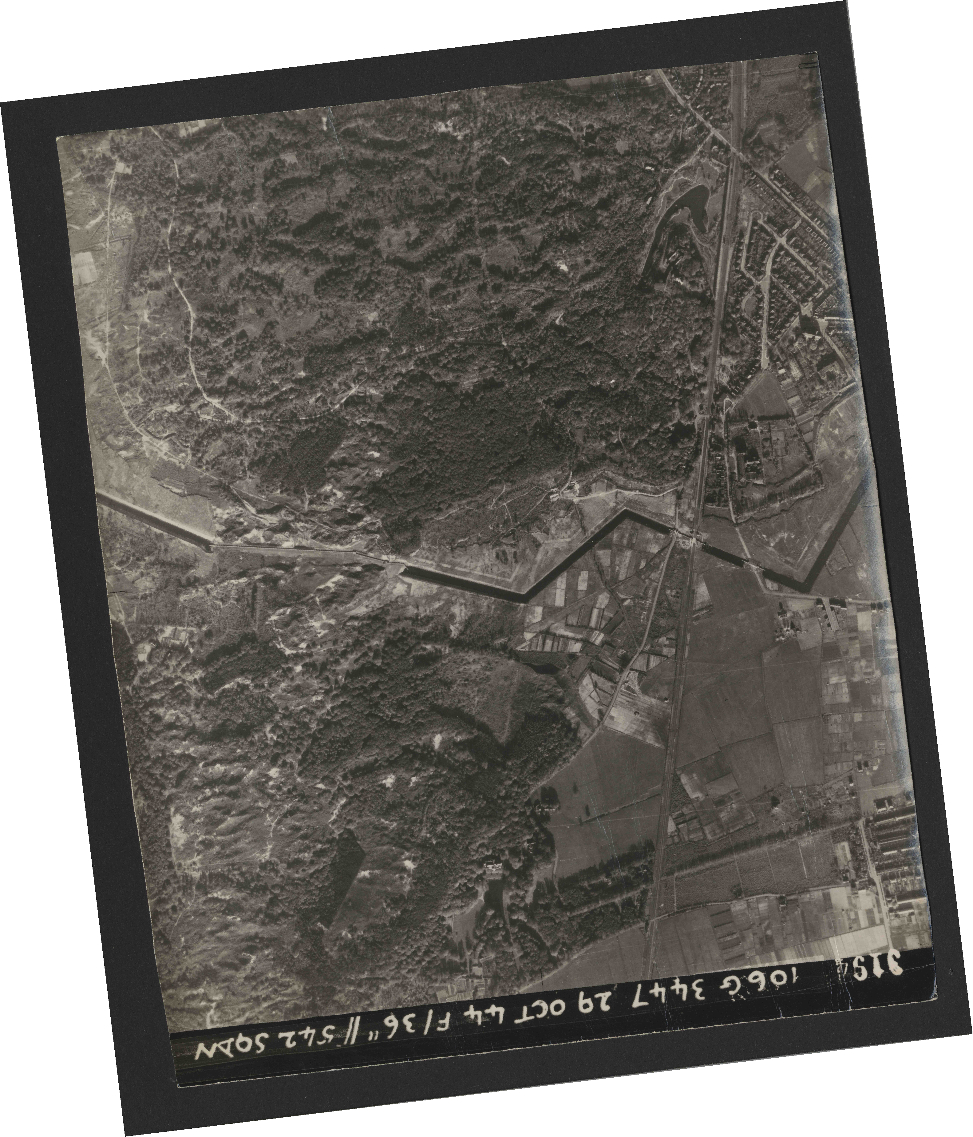 Collection RAF aerial photos 1940-1945 - flight 236, run 02, photo 3194