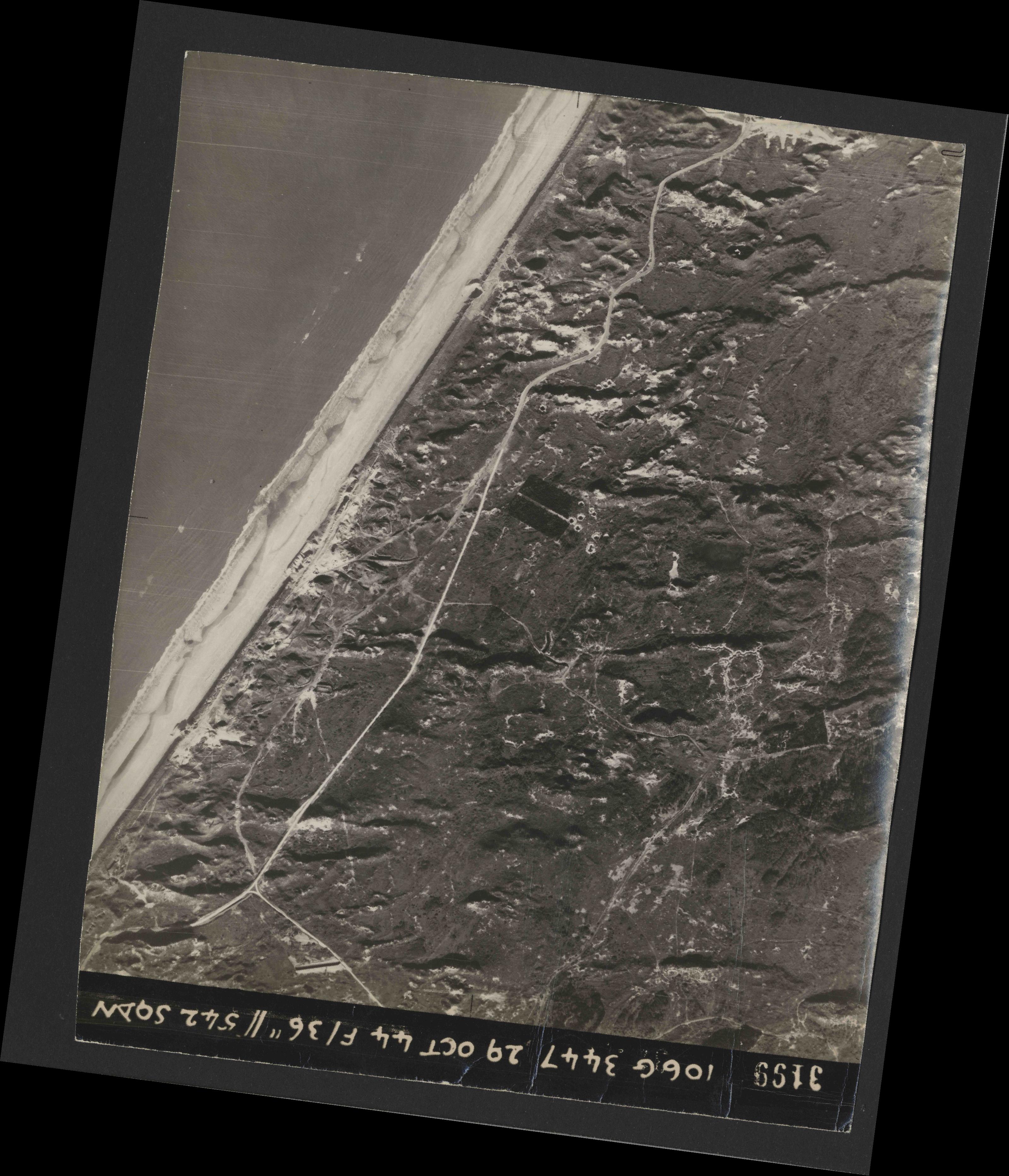 Collection RAF aerial photos 1940-1945 - flight 236, run 02, photo 3199
