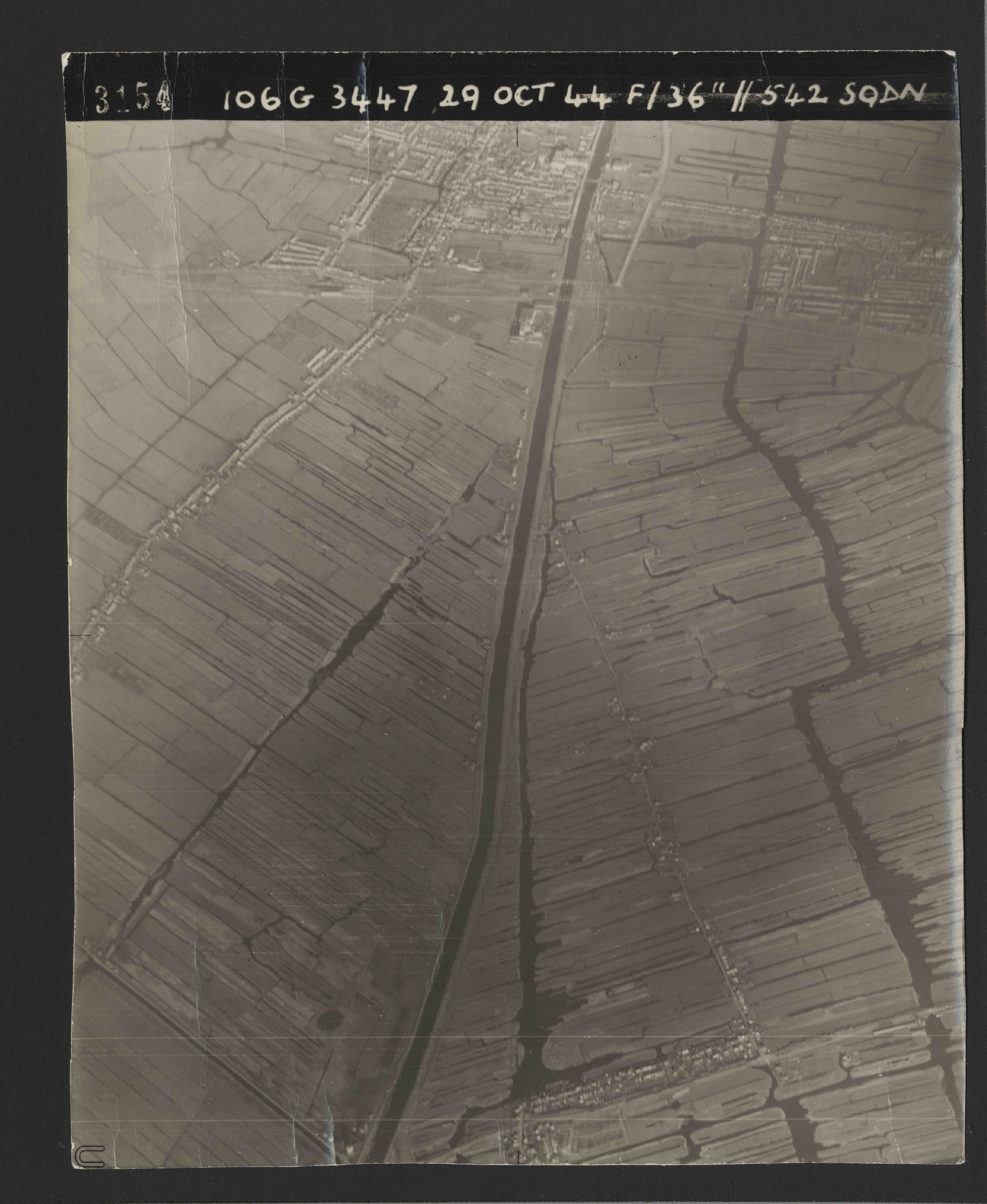 Collection RAF aerial photos 1940-1945 - flight 236, run 03, photo 3154