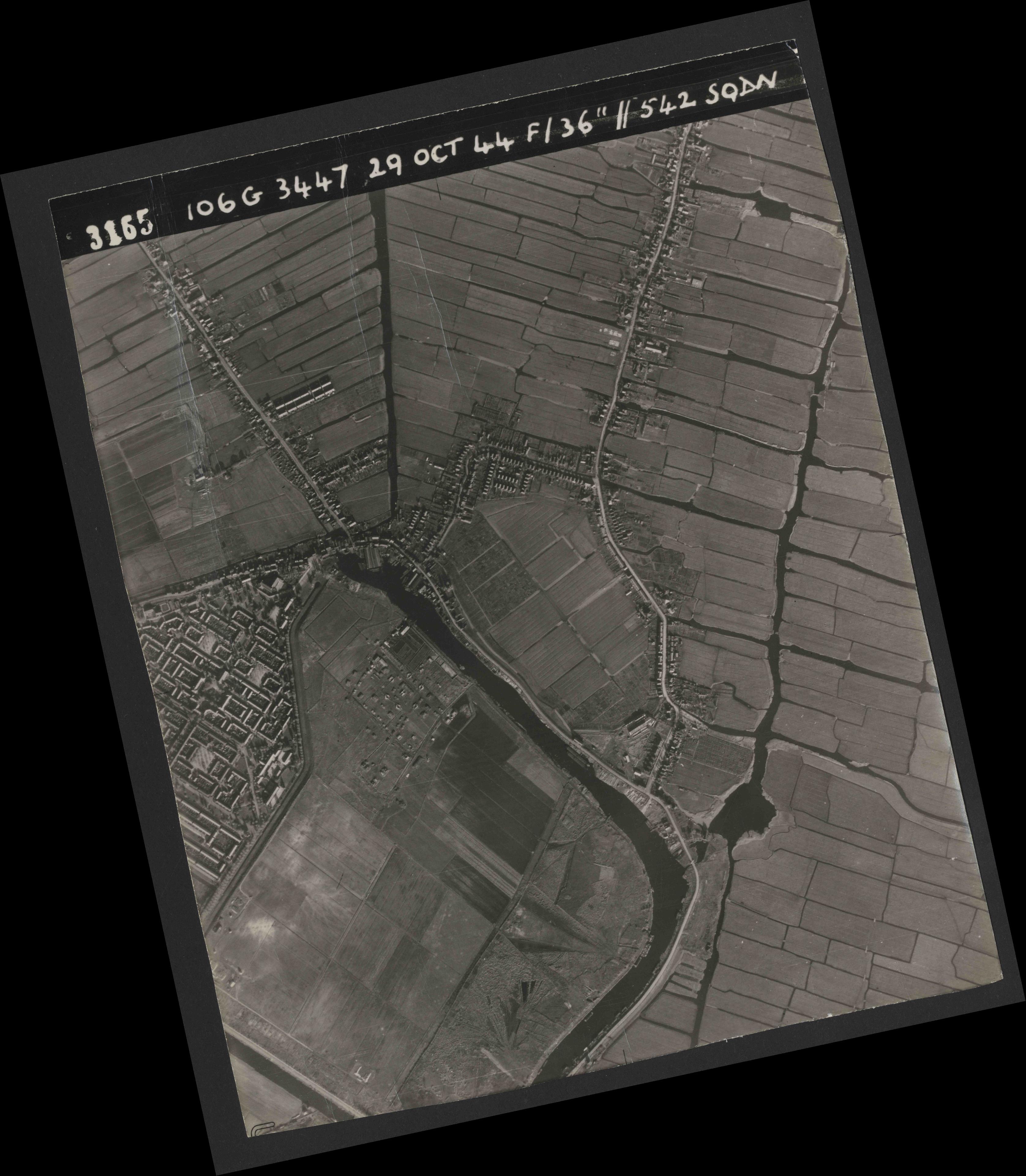 Collection RAF aerial photos 1940-1945 - flight 236, run 05, photo 3165