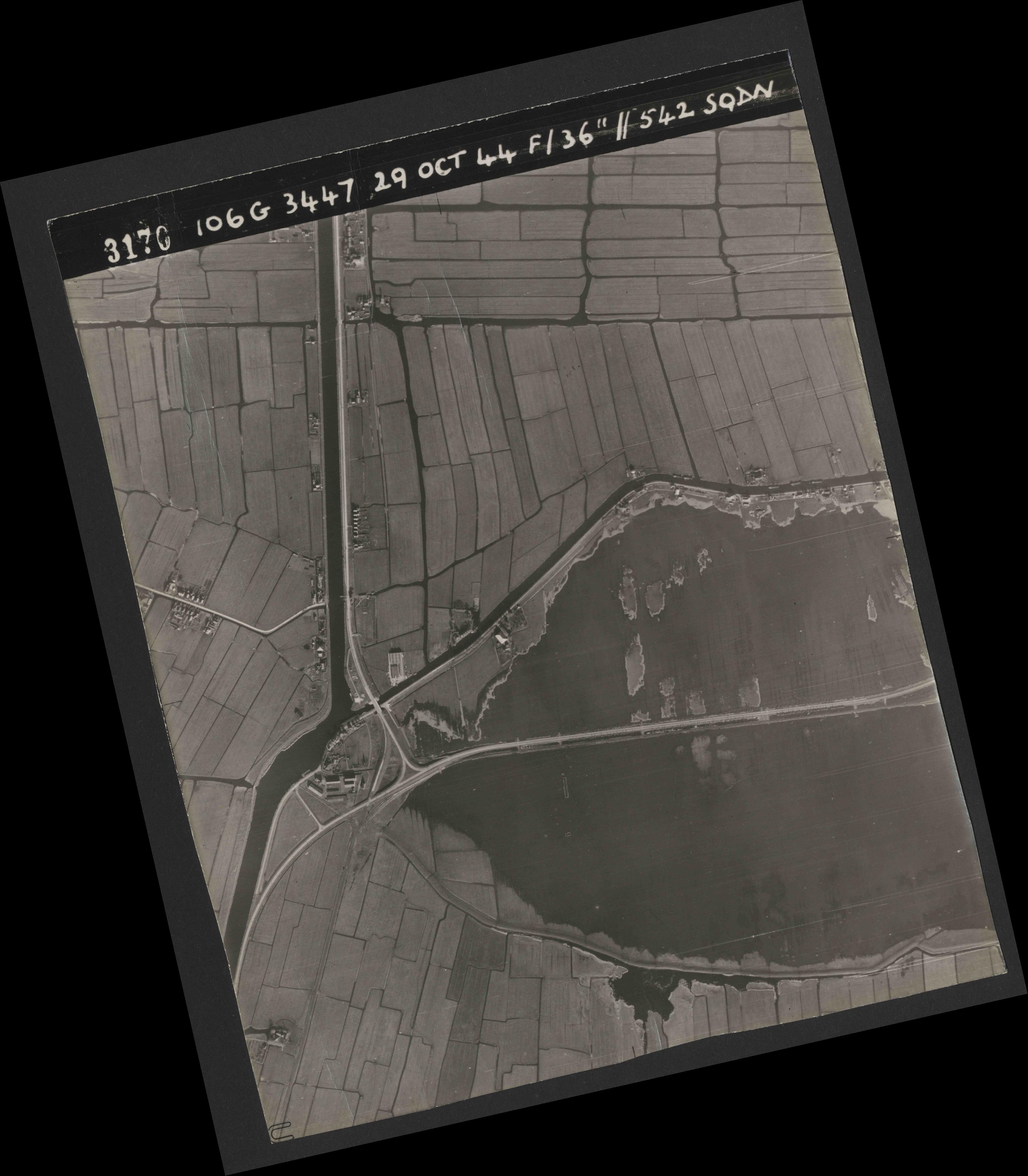 Collection RAF aerial photos 1940-1945 - flight 236, run 05, photo 3170