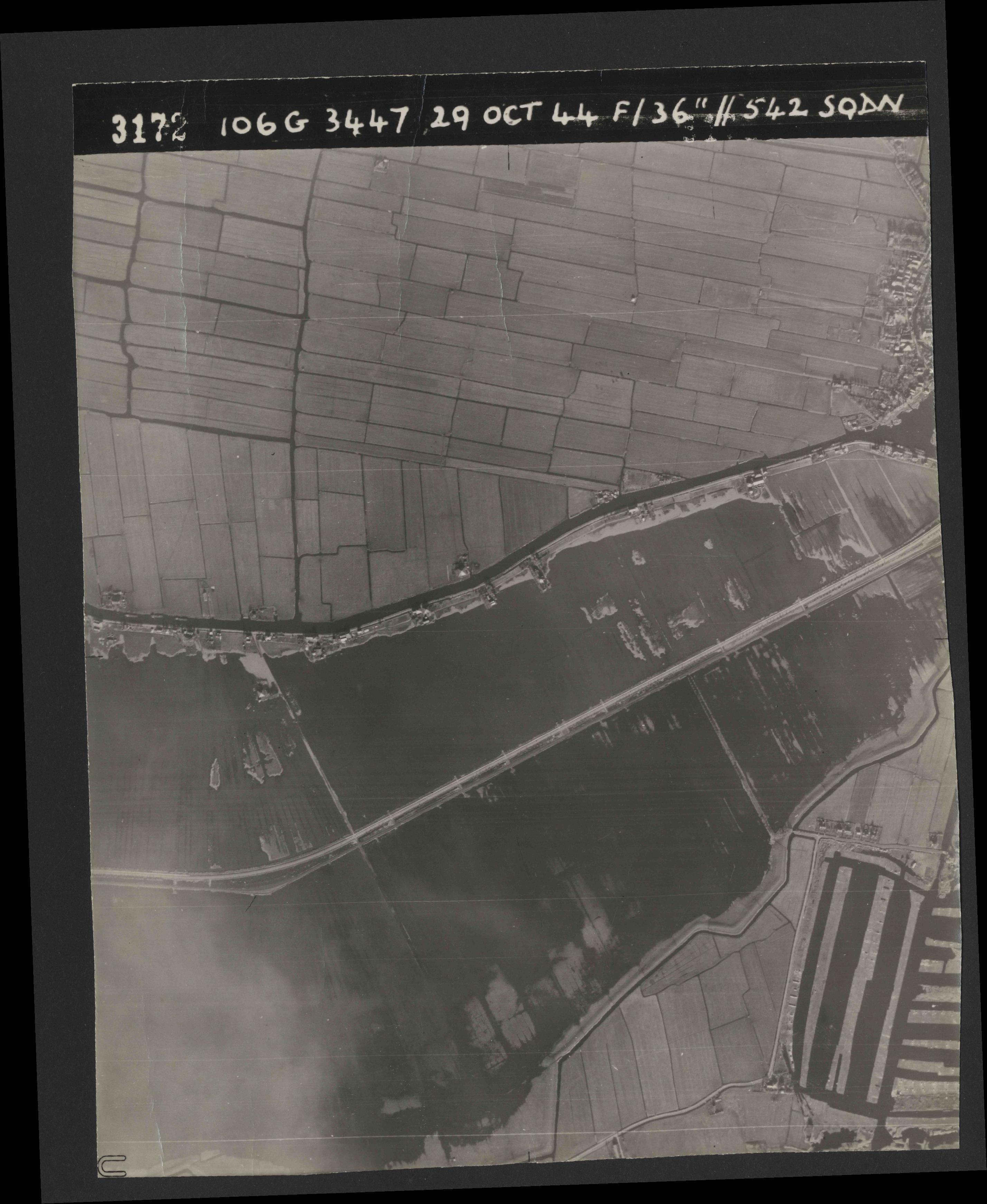 Collection RAF aerial photos 1940-1945 - flight 236, run 05, photo 3172
