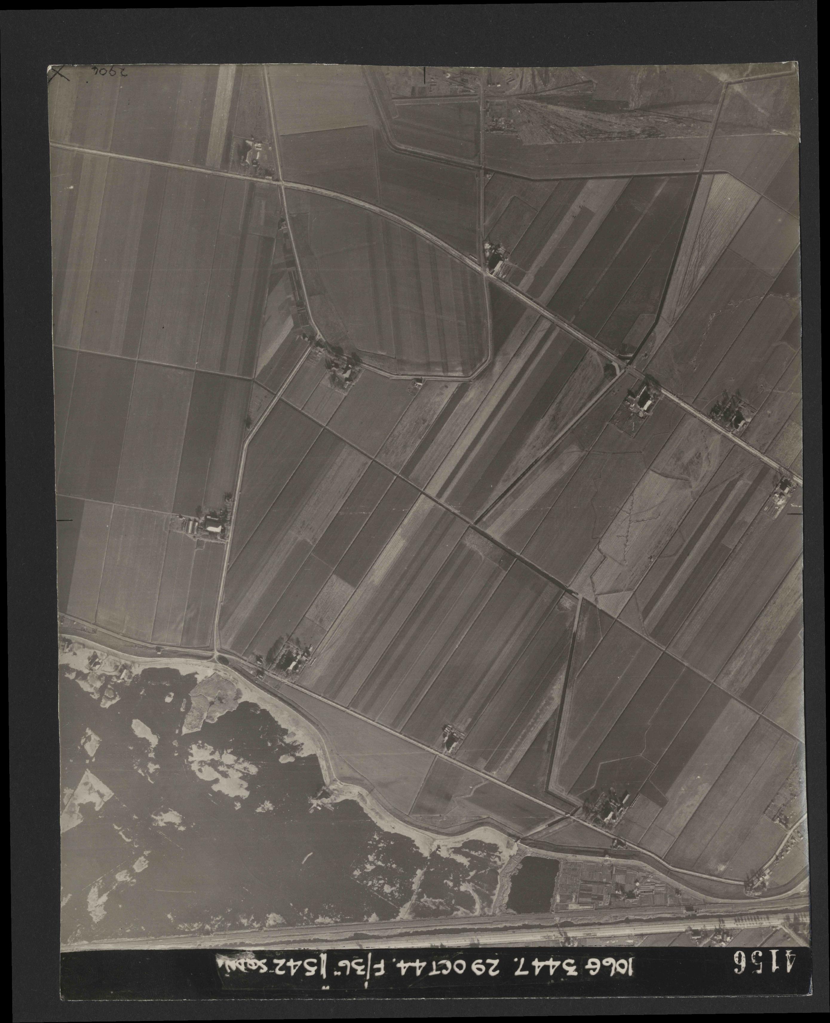 Collection RAF aerial photos 1940-1945 - flight 236, run 06, photo 4156