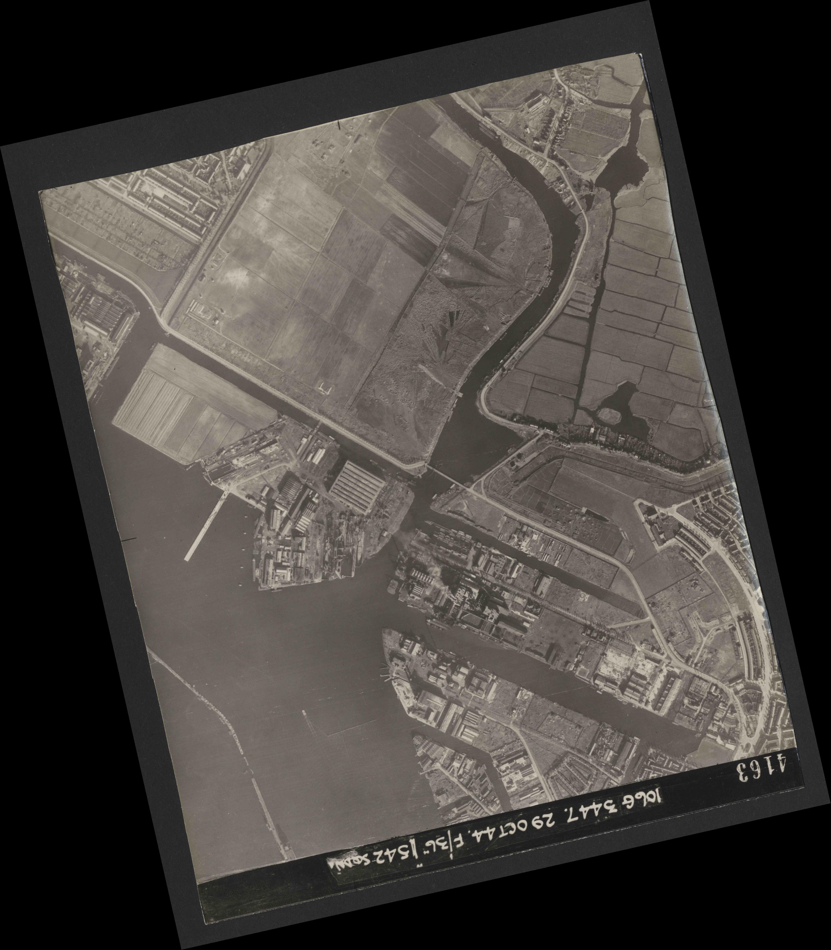 Collection RAF aerial photos 1940-1945 - flight 236, run 06, photo 4163