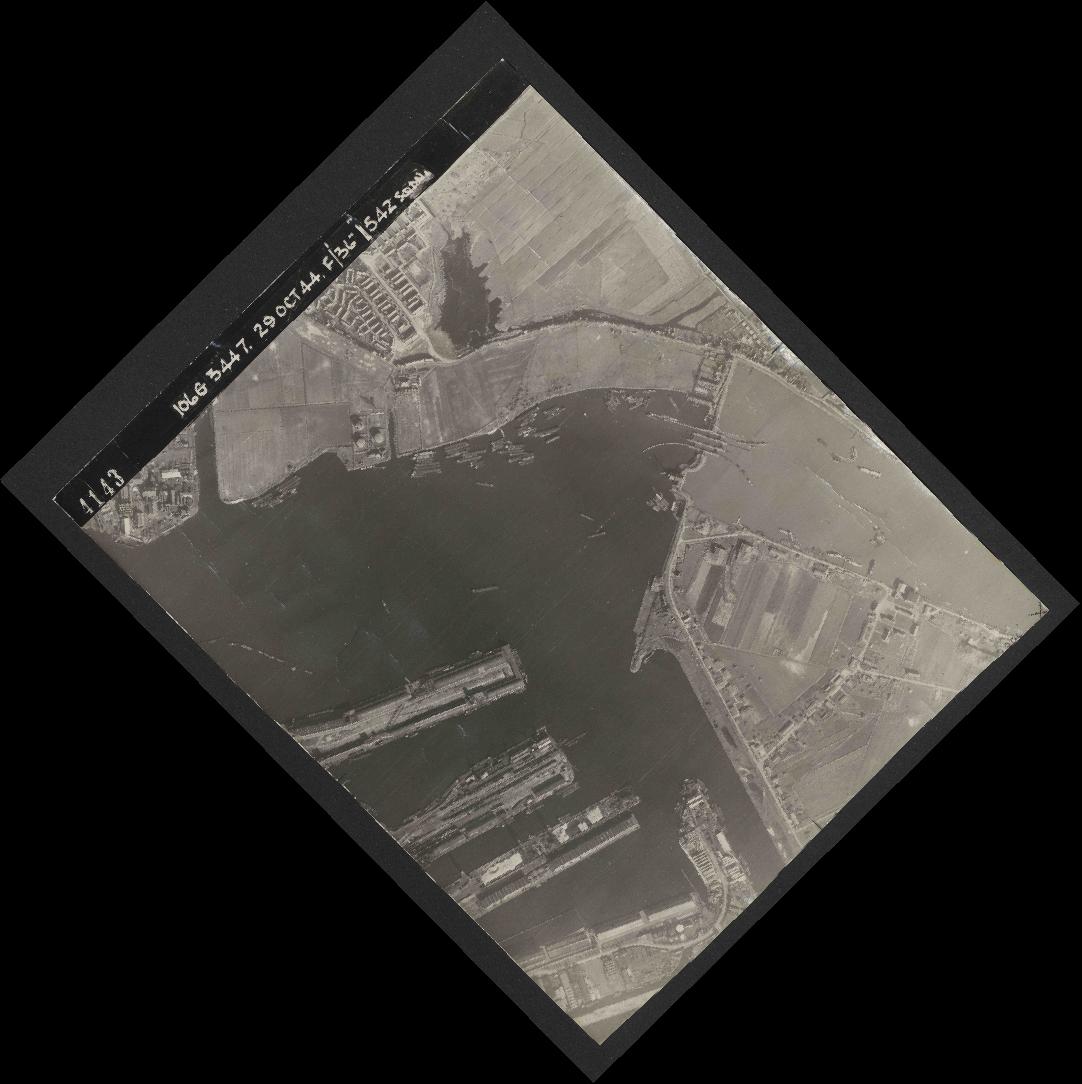 Collection RAF aerial photos 1940-1945 - flight 236, run 07, photo 4143