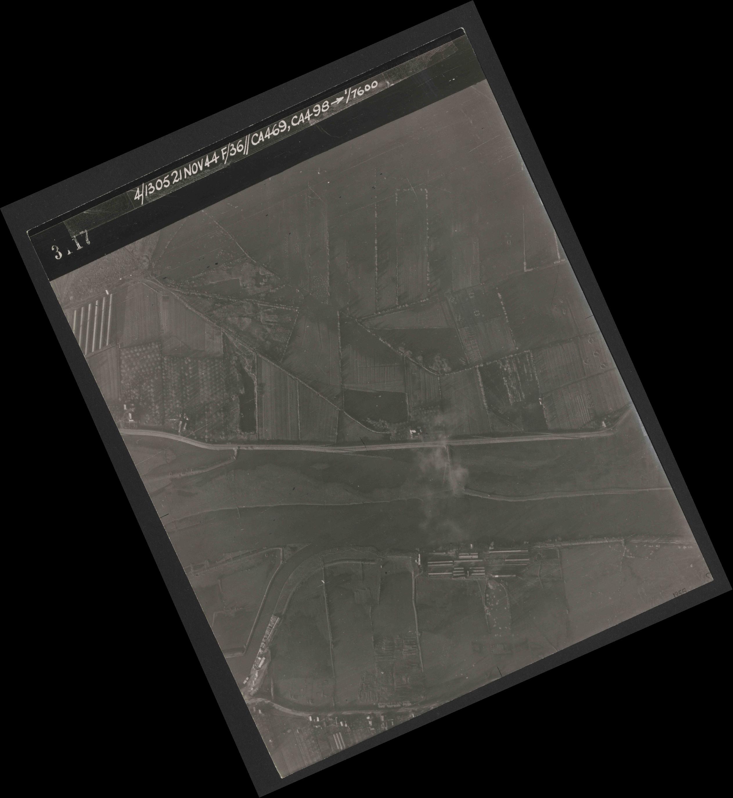 Collection RAF aerial photos 1940-1945 - flight 237, run 07, photo 3117