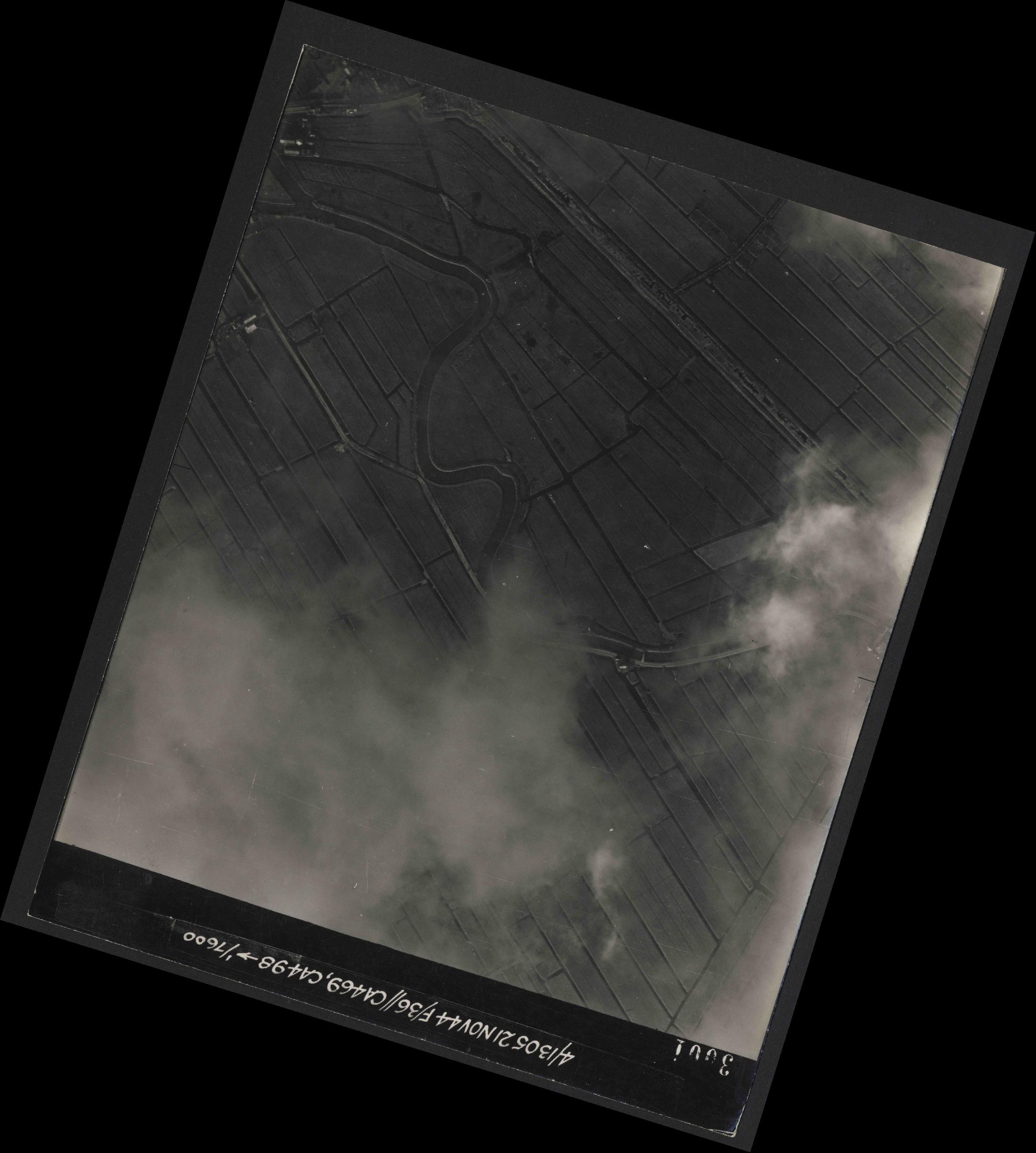 Collection RAF aerial photos 1940-1945 - flight 237, run 10, photo 3001