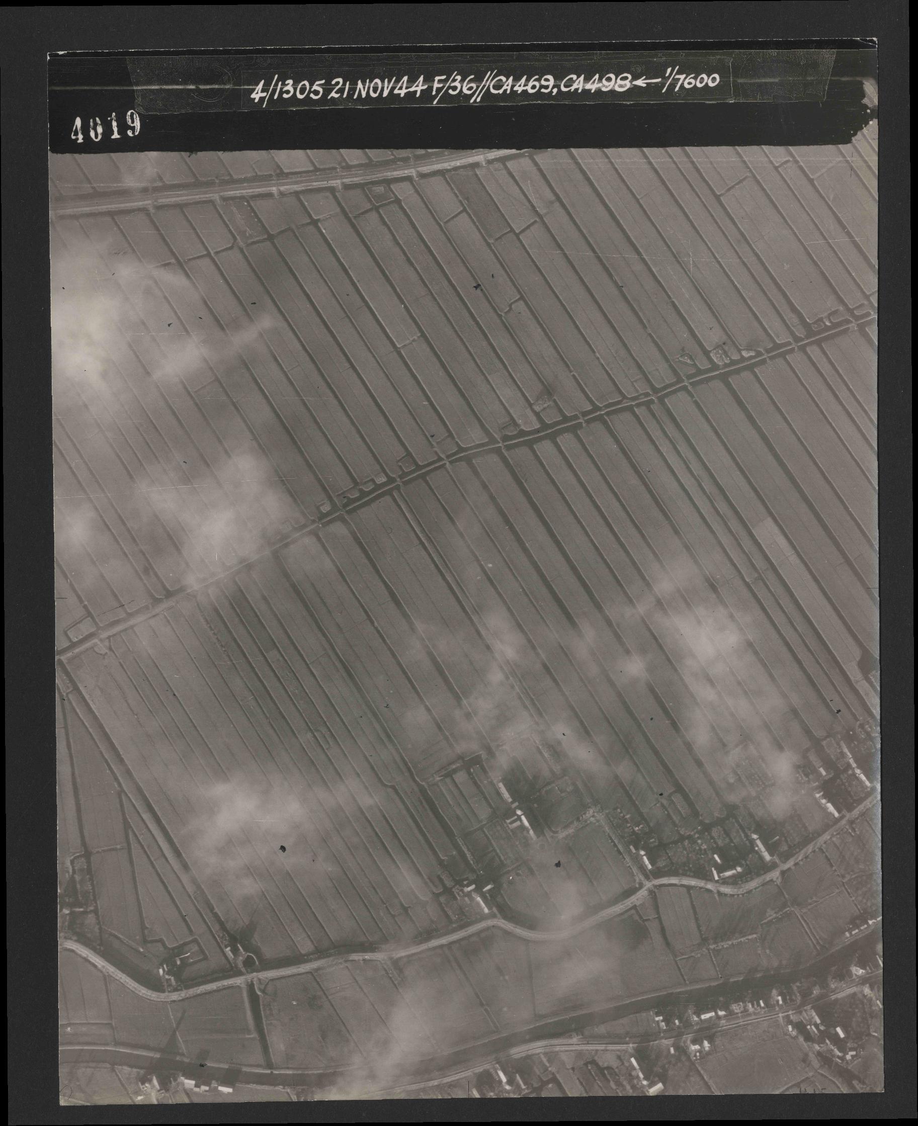 Collection RAF aerial photos 1940-1945 - flight 237, run 13, photo 4019