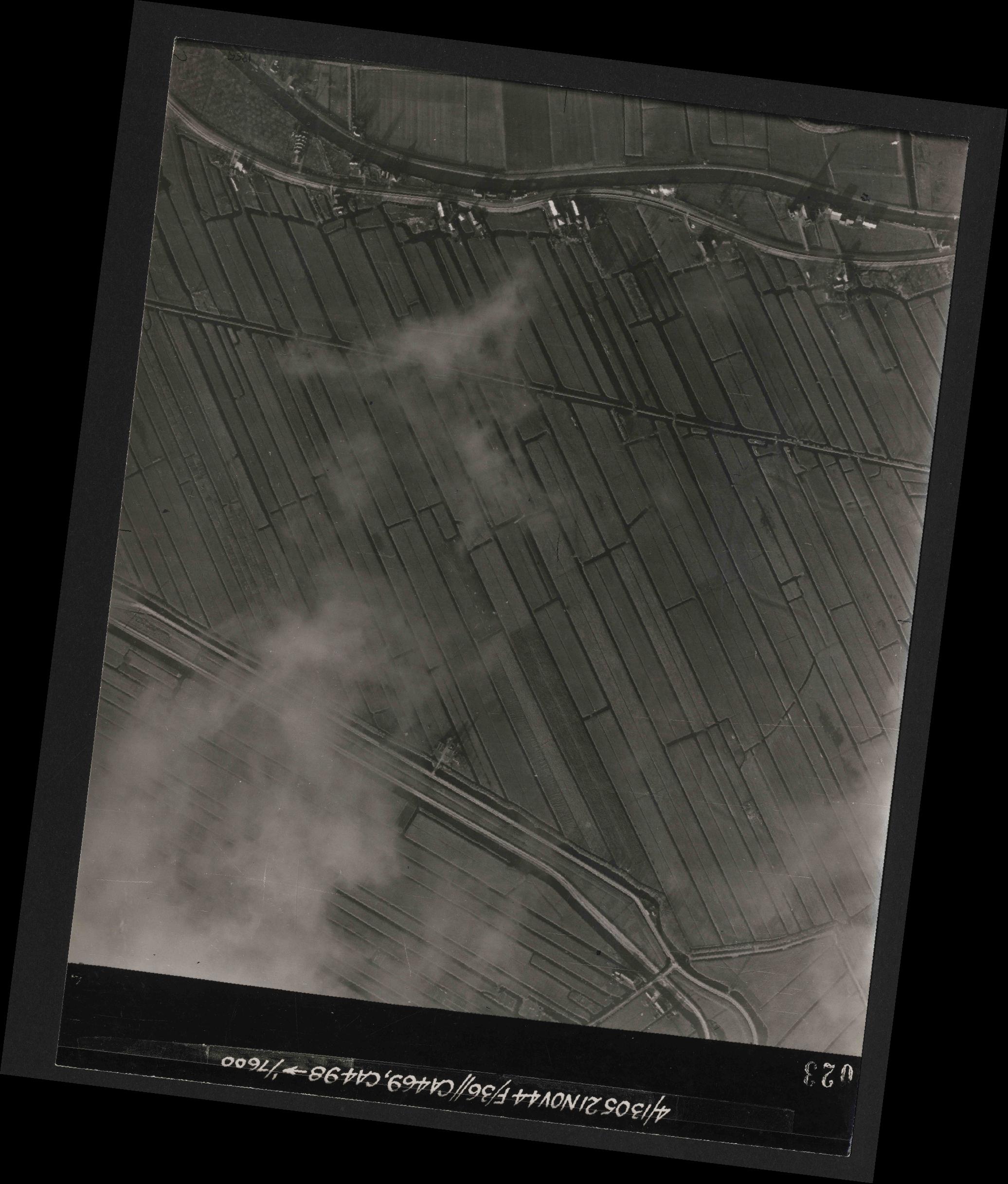 Collection RAF aerial photos 1940-1945 - flight 237, run 14, photo 3023