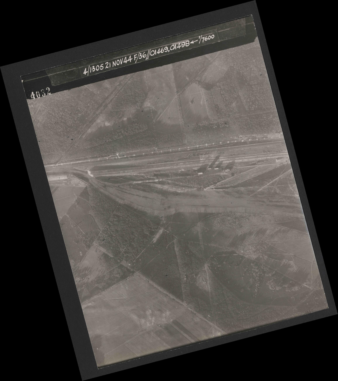 Collection RAF aerial photos 1940-1945 - flight 237, run 19, photo 4032
