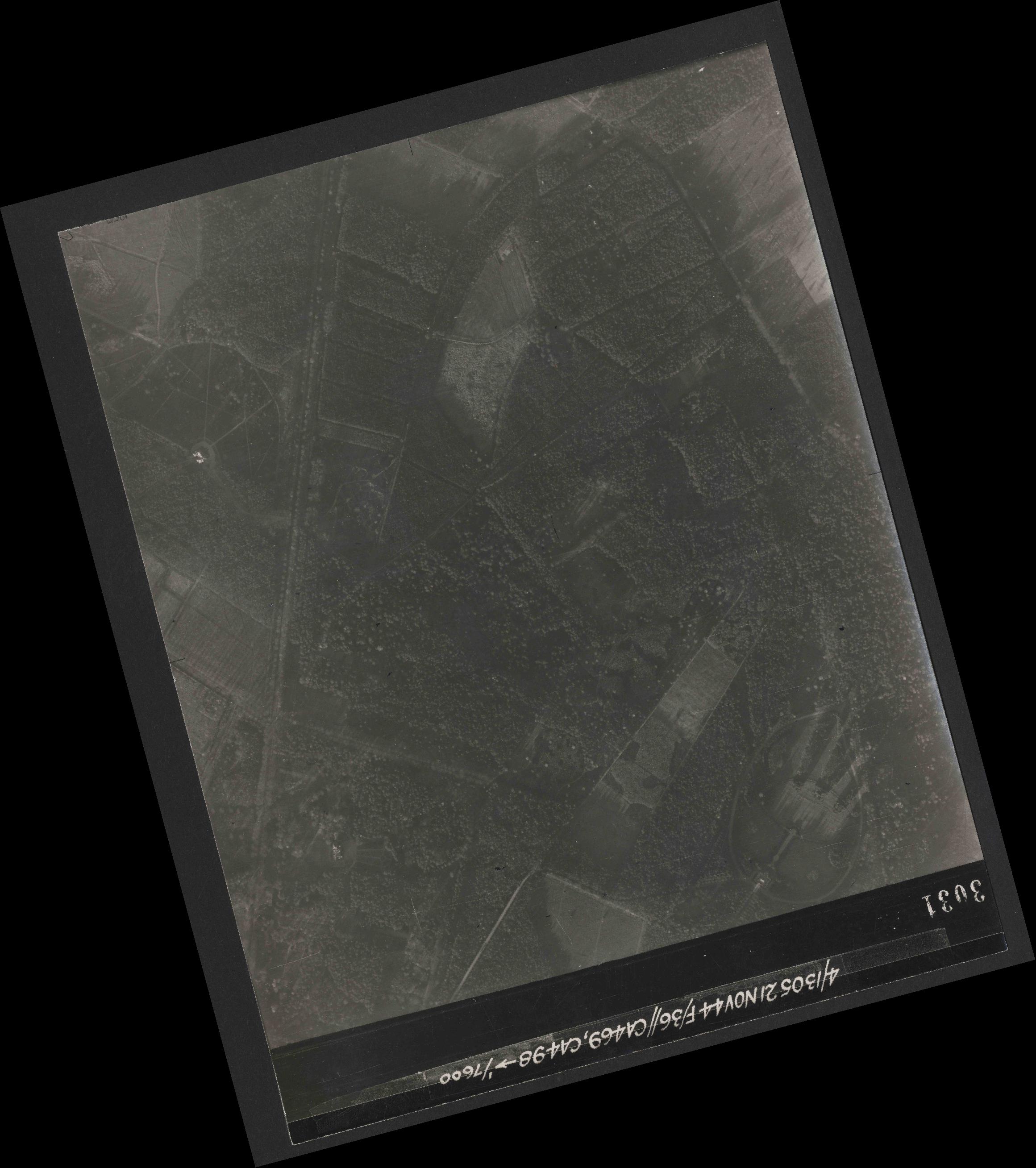 Collection RAF aerial photos 1940-1945 - flight 237, run 20, photo 3031
