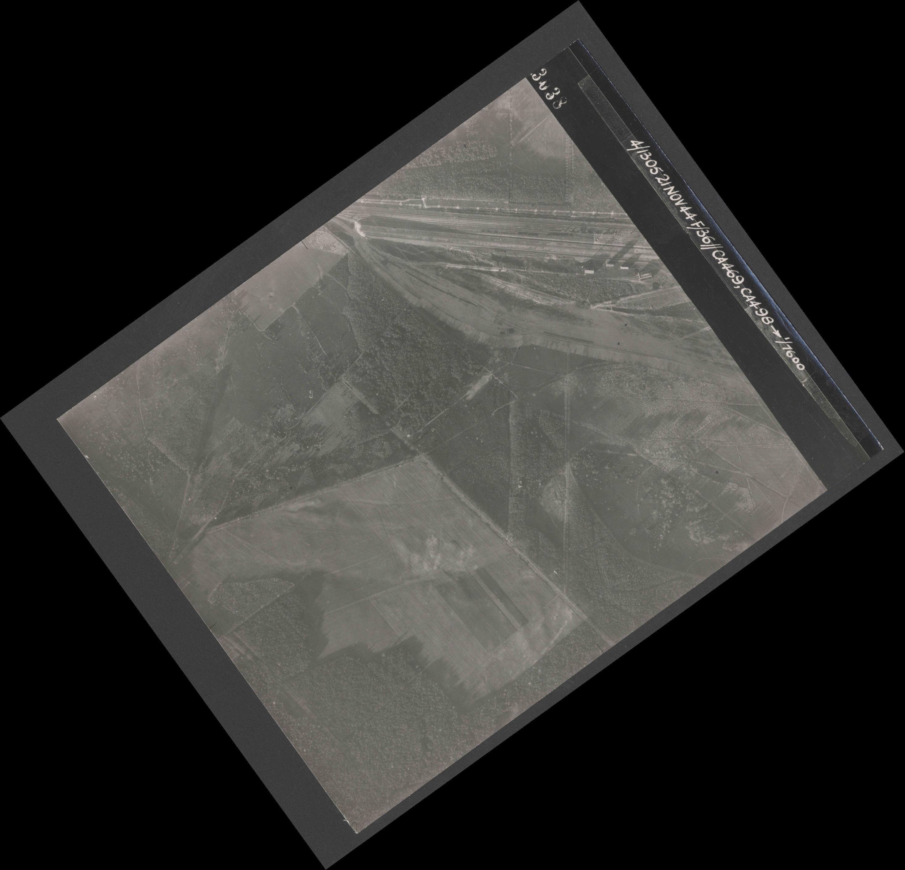 Collection RAF aerial photos 1940-1945 - flight 237, run 21, photo 3038