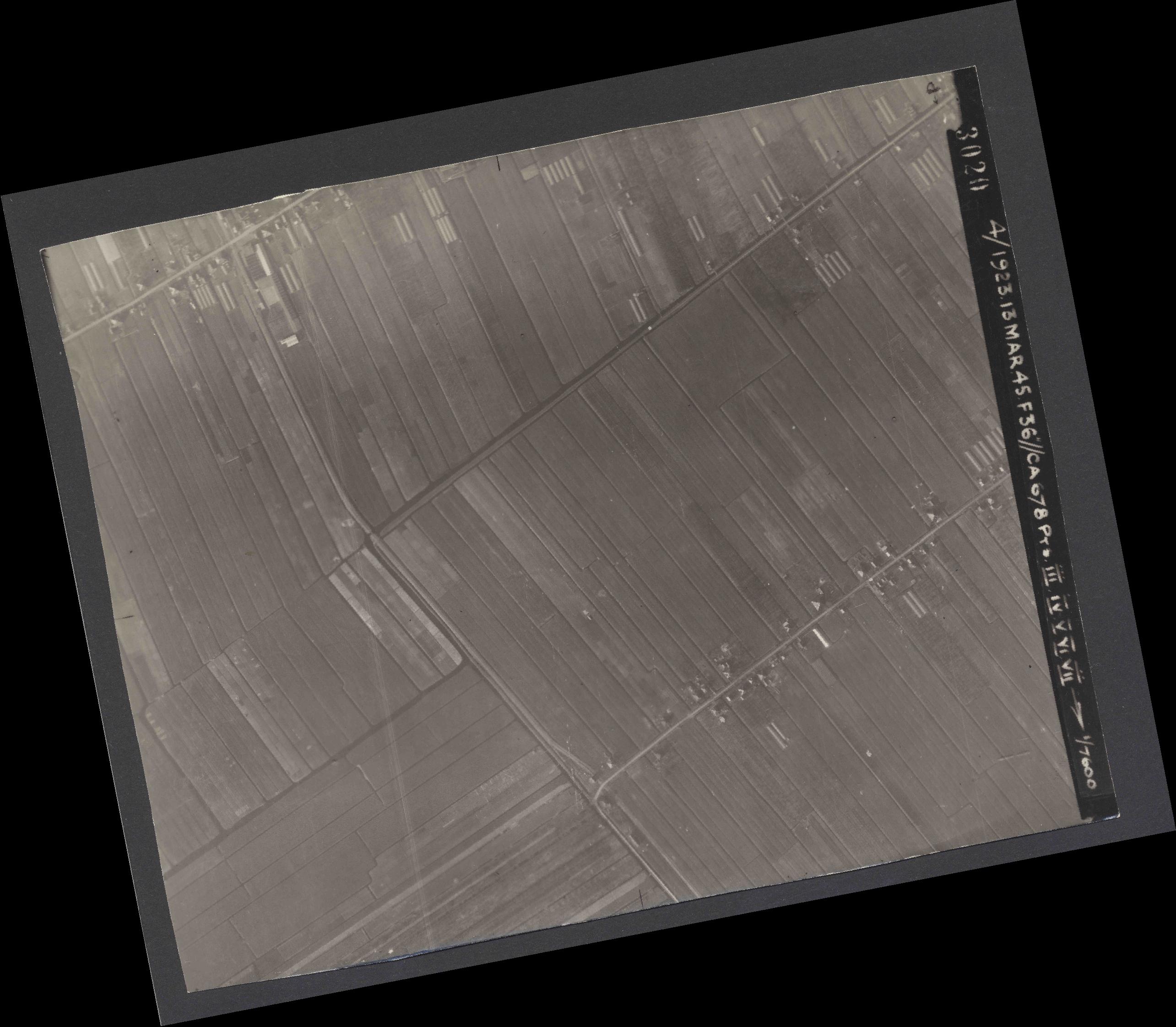 Collection RAF aerial photos 1940-1945 - flight 245, run 04, photo 3020