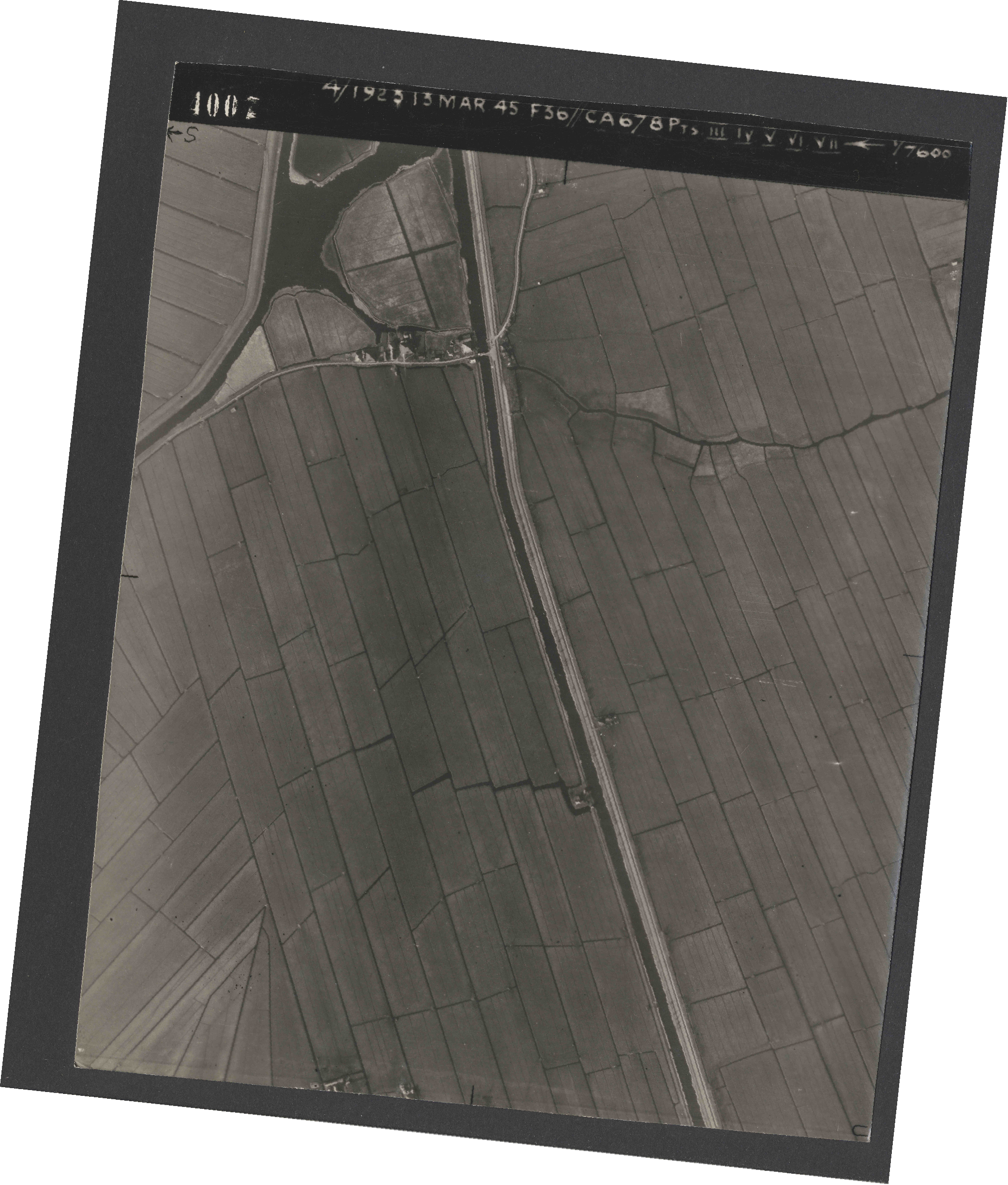 Collection RAF aerial photos 1940-1945 - flight 245, run 07, photo 4007