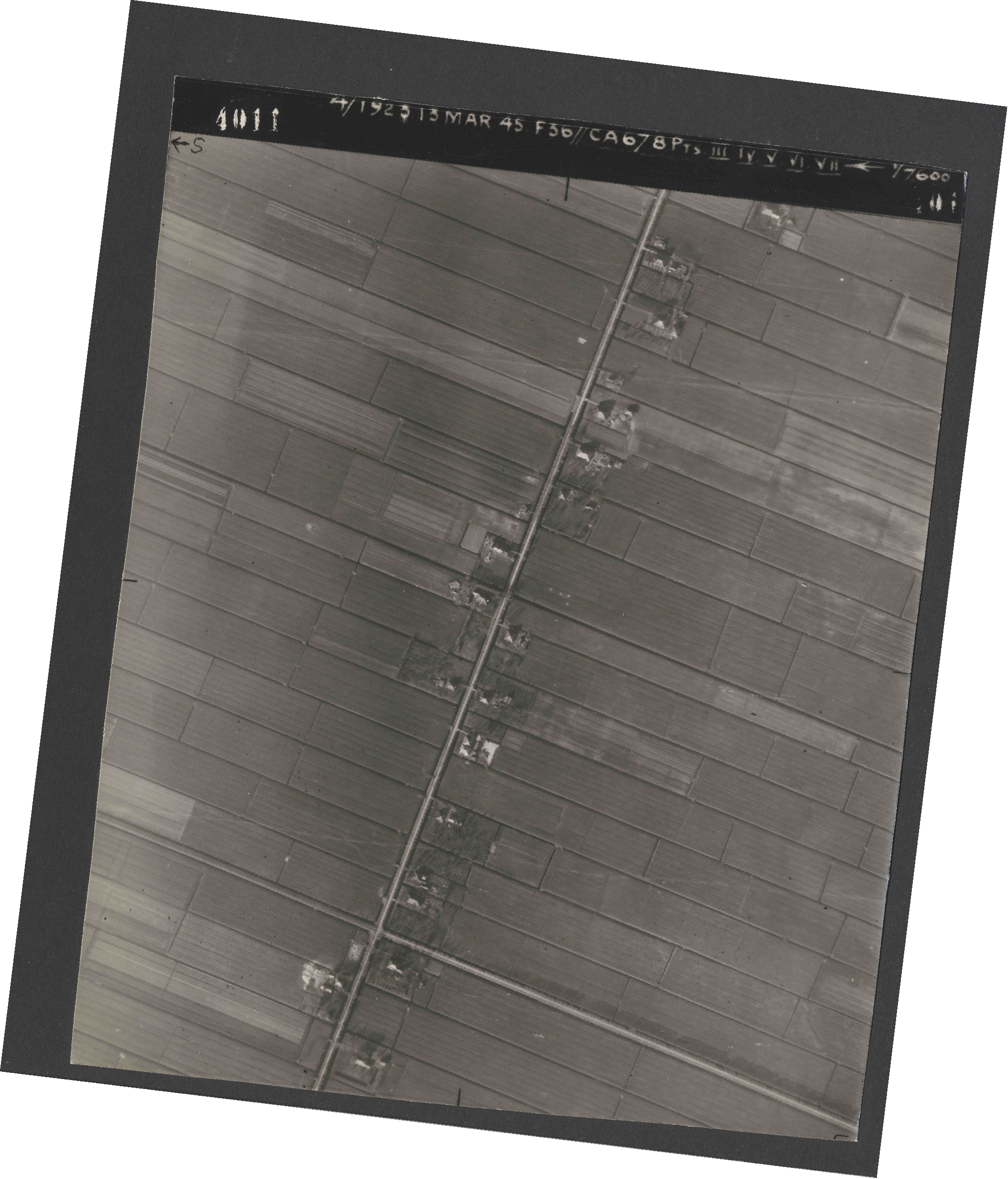 Collection RAF aerial photos 1940-1945 - flight 245, run 07, photo 4011