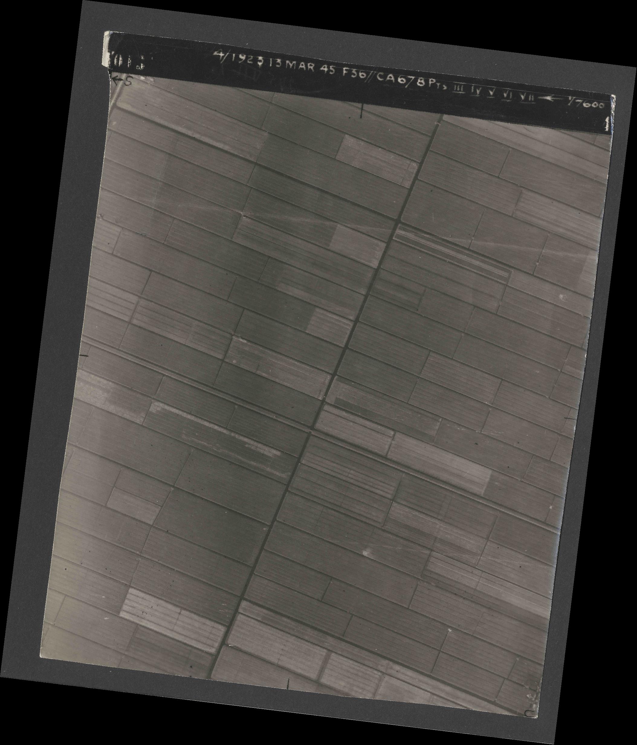 Collection RAF aerial photos 1940-1945 - flight 245, run 07, photo 4013