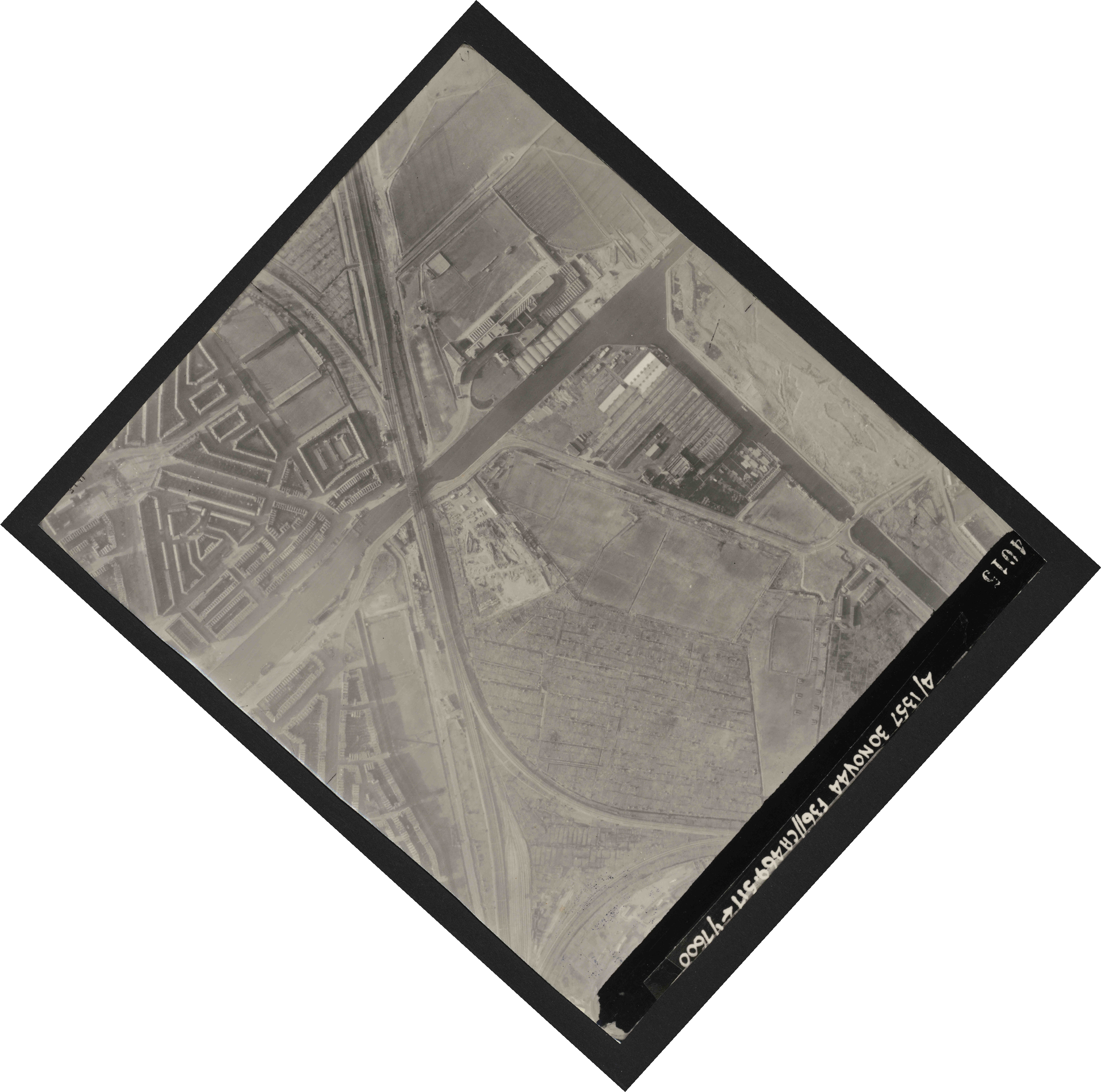 Collection RAF aerial photos 1940-1945 - flight 259, run 02, photo 4015