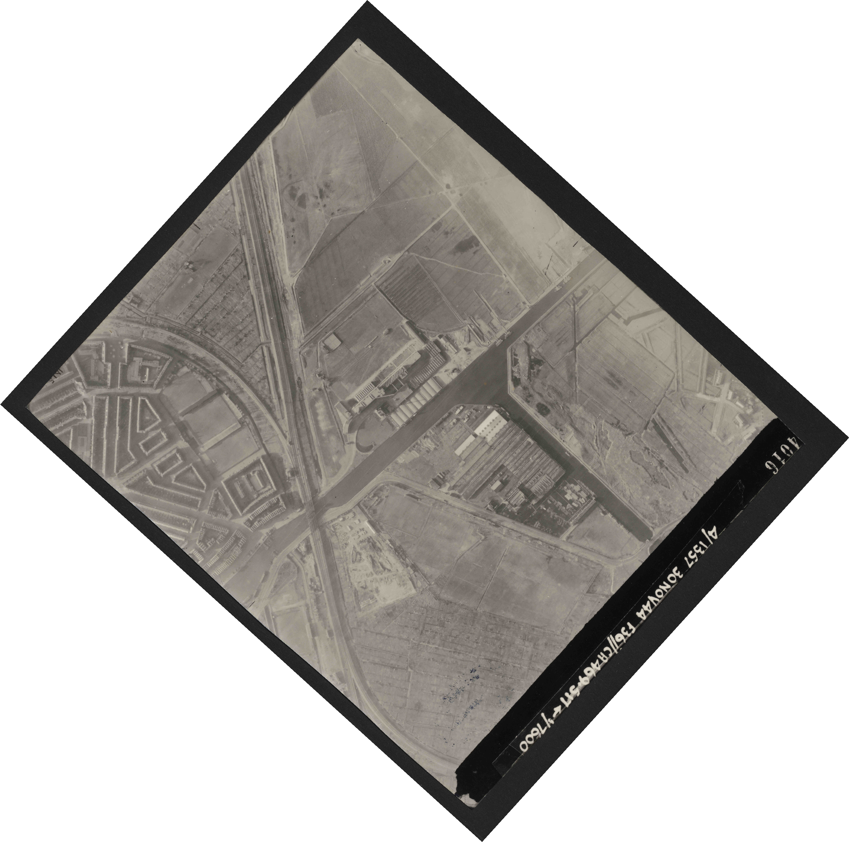 Collection RAF aerial photos 1940-1945 - flight 259, run 02, photo 4016