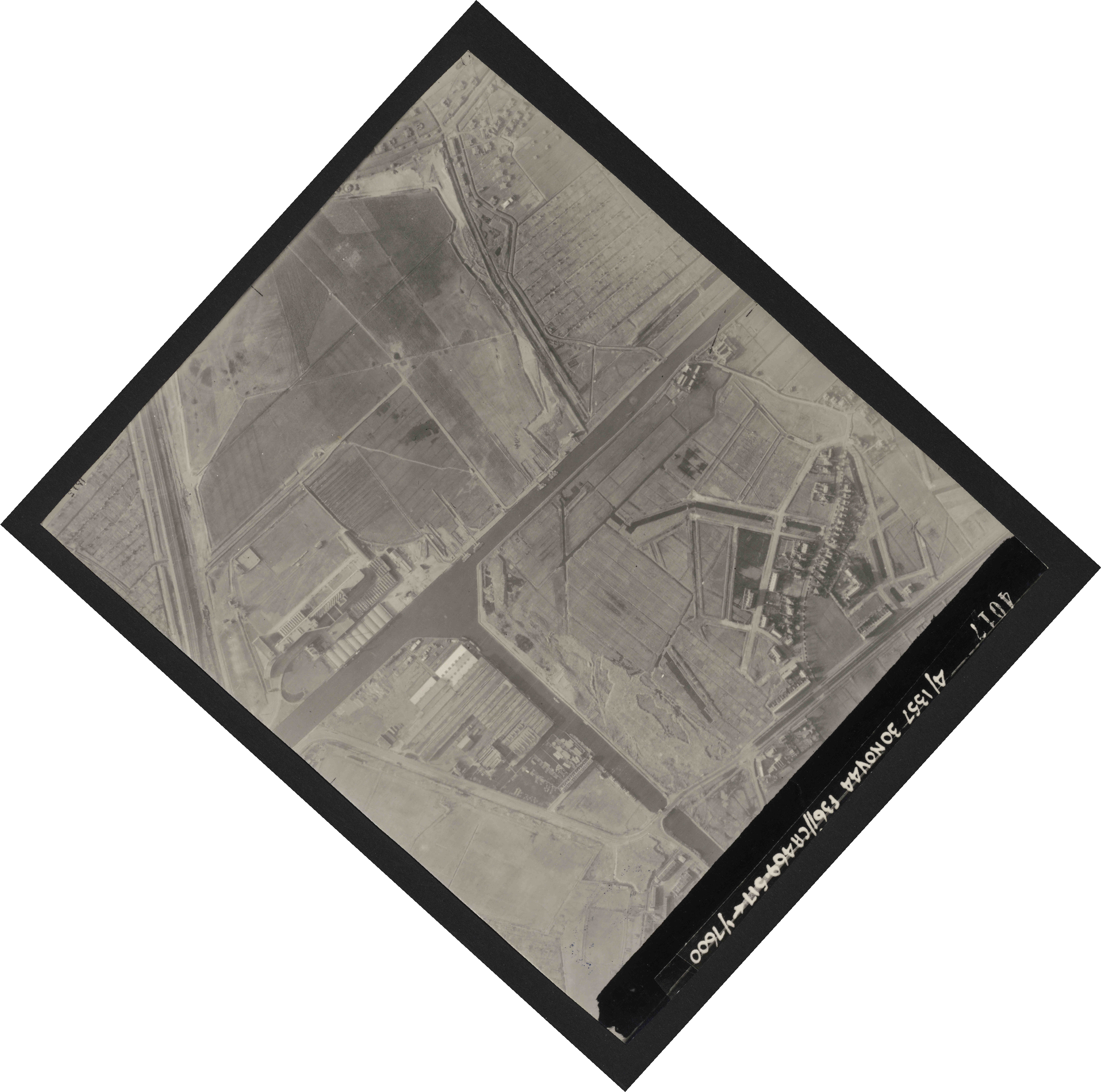 Collection RAF aerial photos 1940-1945 - flight 259, run 02, photo 4017