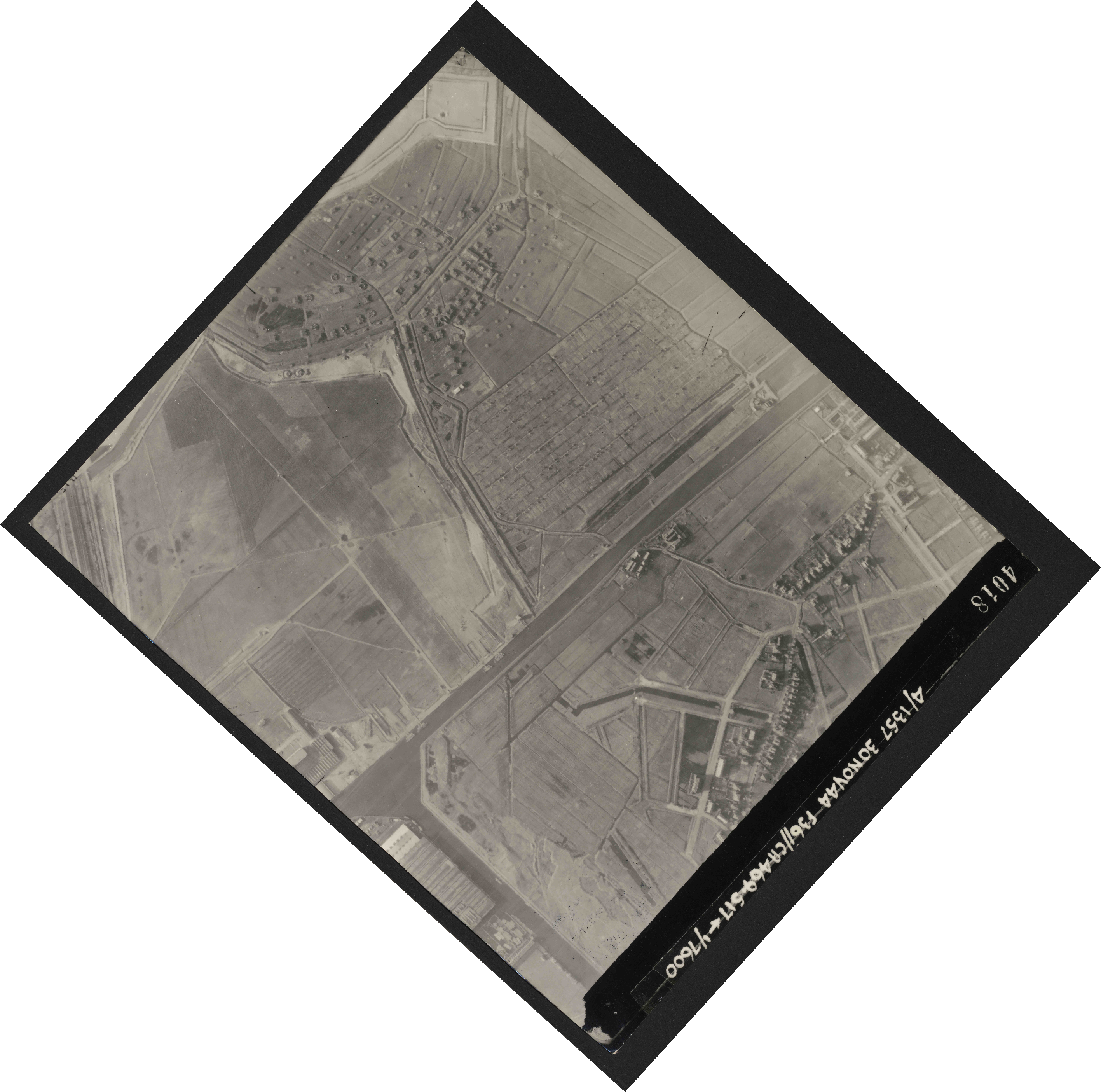 Collection RAF aerial photos 1940-1945 - flight 259, run 02, photo 4018
