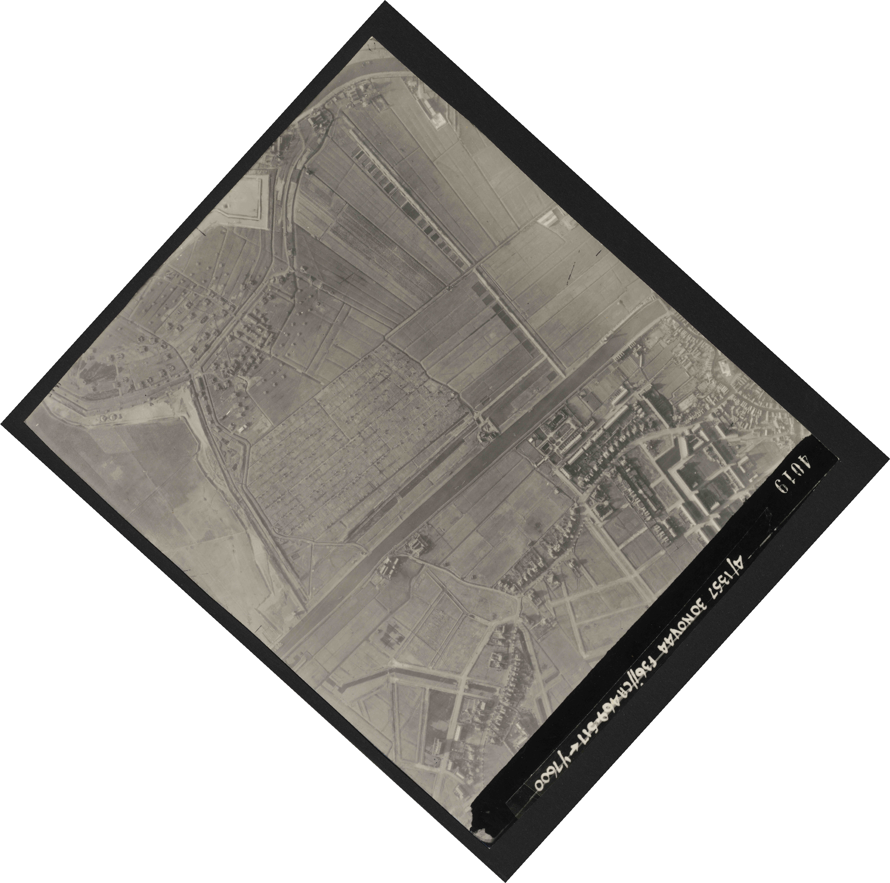 Collection RAF aerial photos 1940-1945 - flight 259, run 02, photo 4019