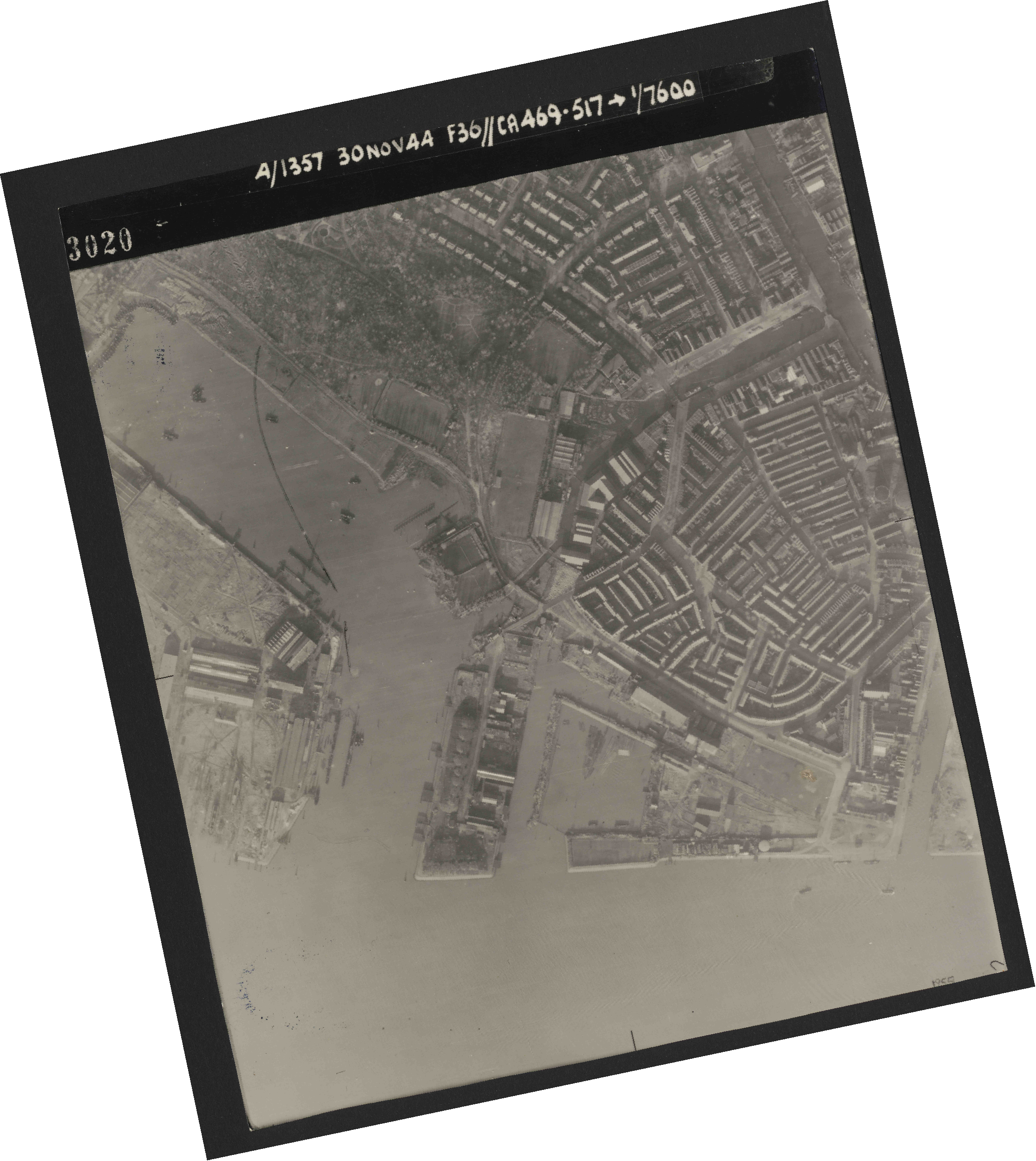 Collection RAF aerial photos 1940-1945 - flight 259, run 03, photo 3020
