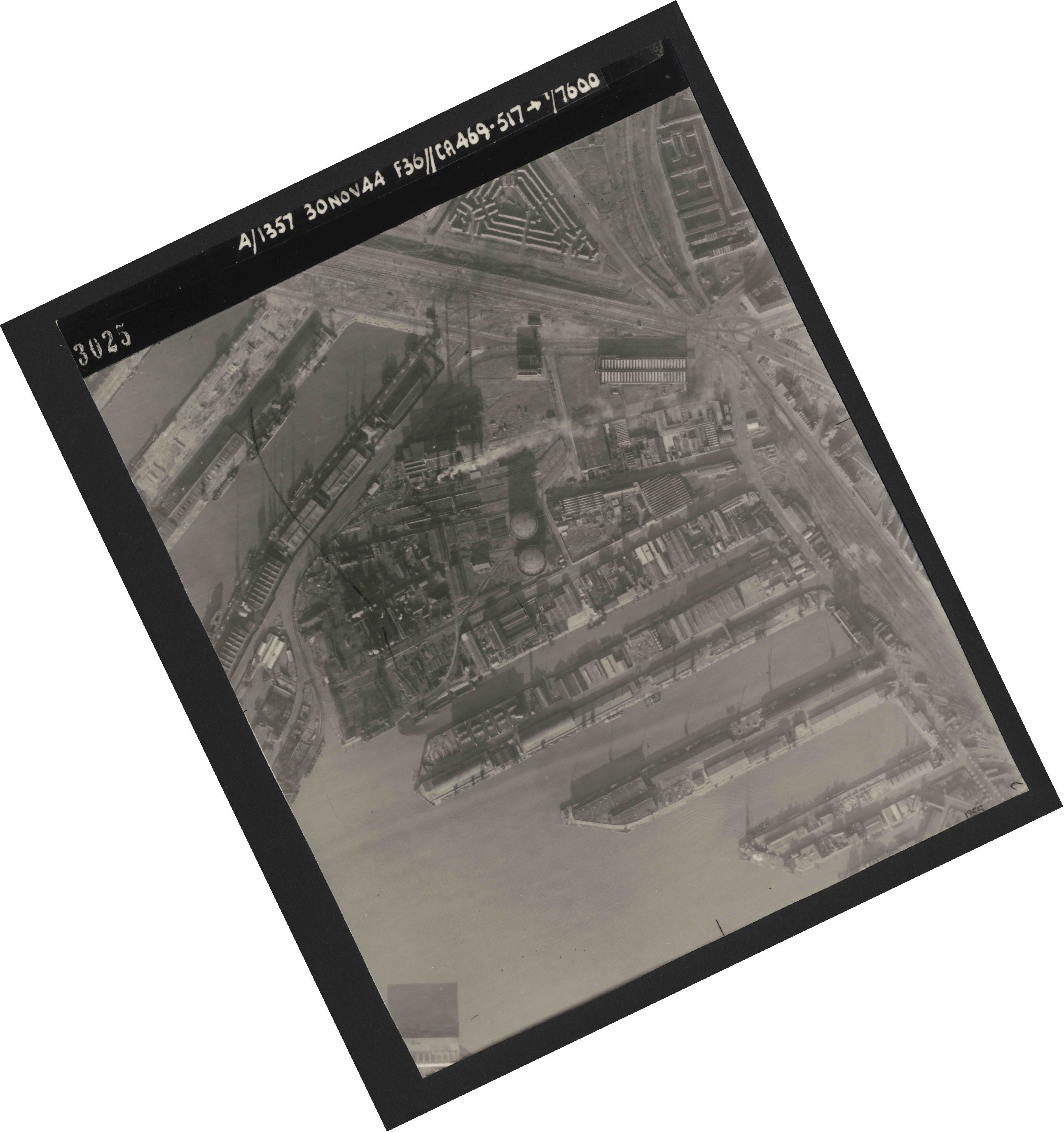 Collection RAF aerial photos 1940-1945 - flight 259, run 03, photo 3025