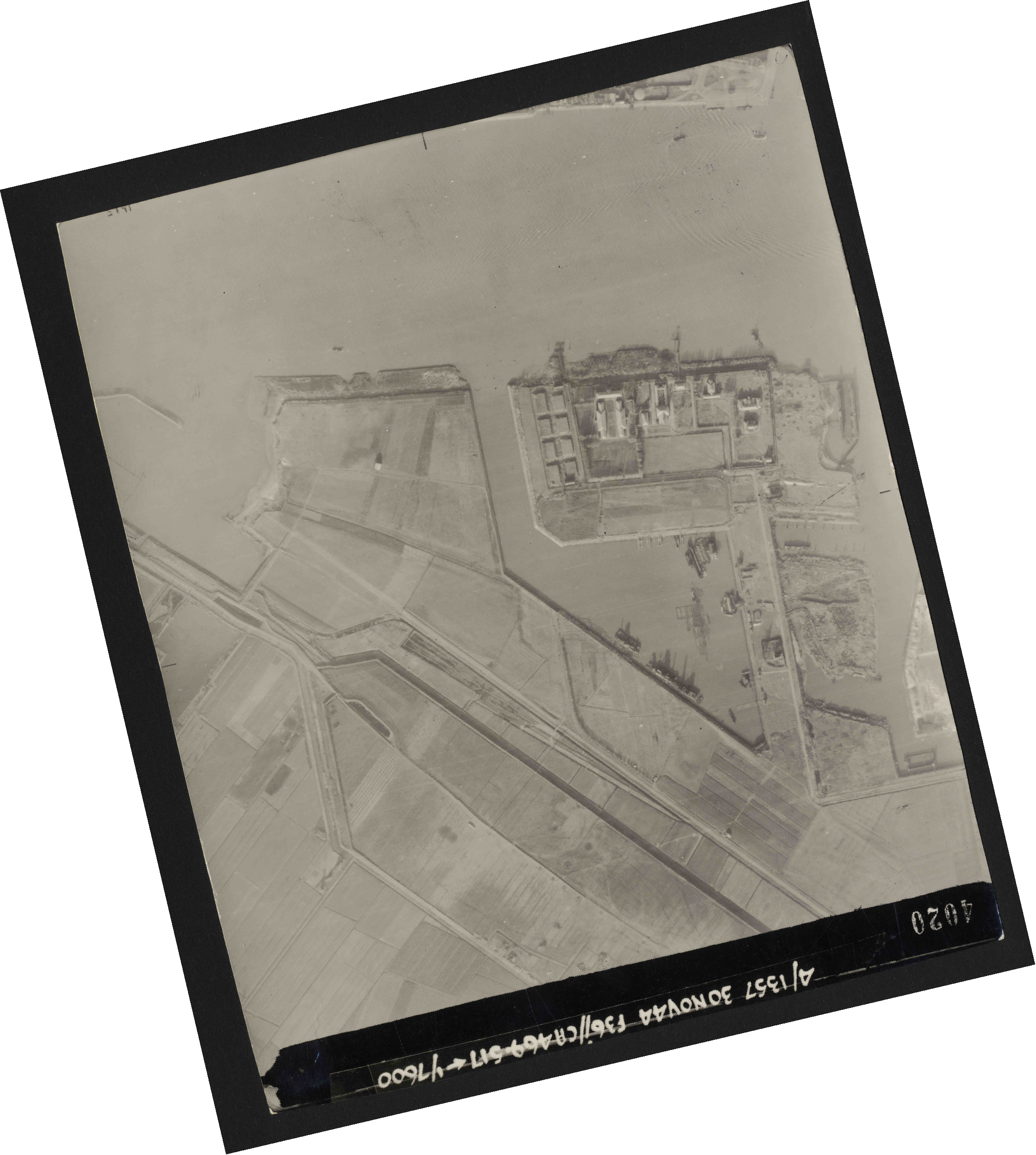 Collection RAF aerial photos 1940-1945 - flight 259, run 04, photo 4020