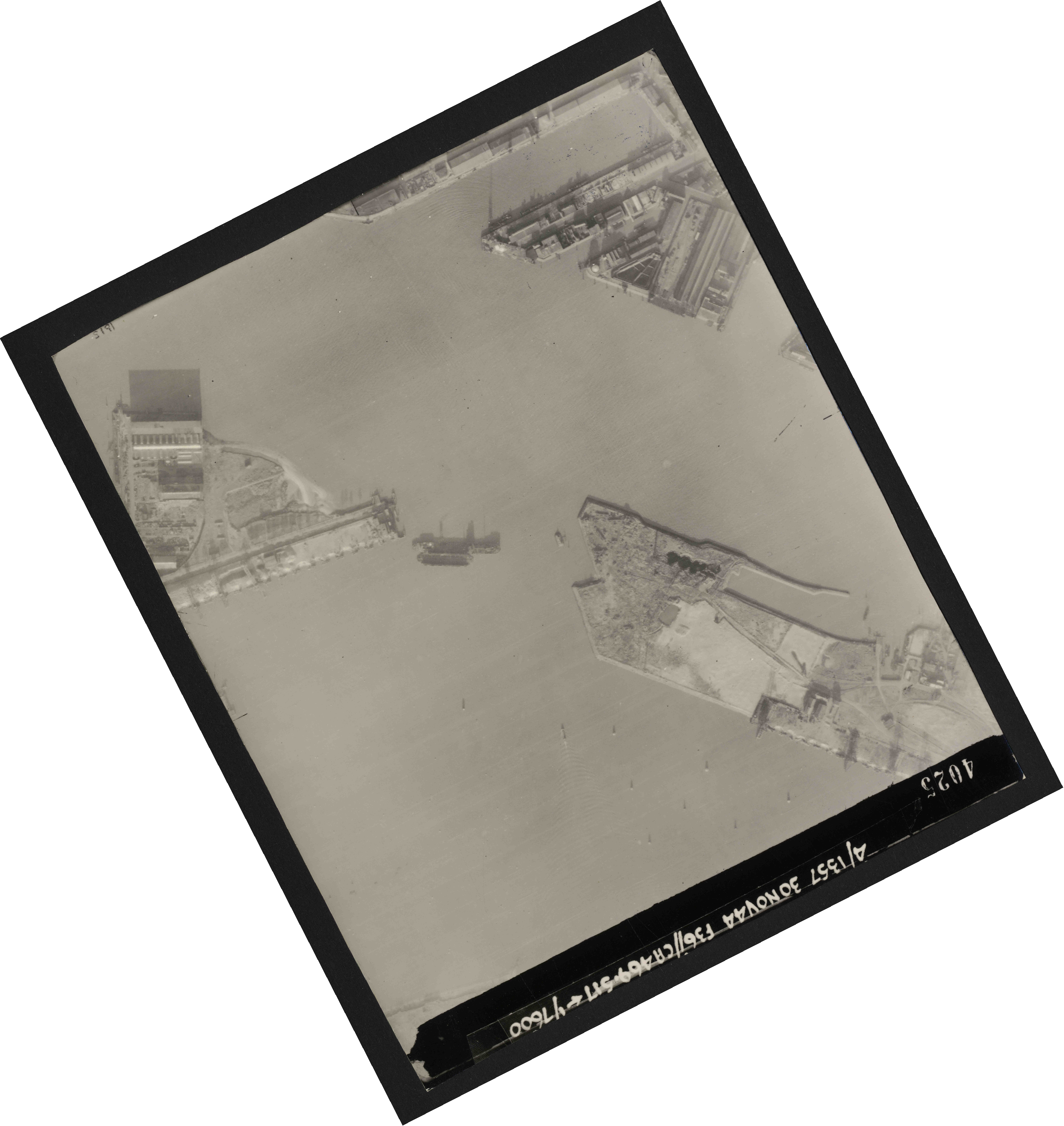 Collection RAF aerial photos 1940-1945 - flight 259, run 04, photo 4025