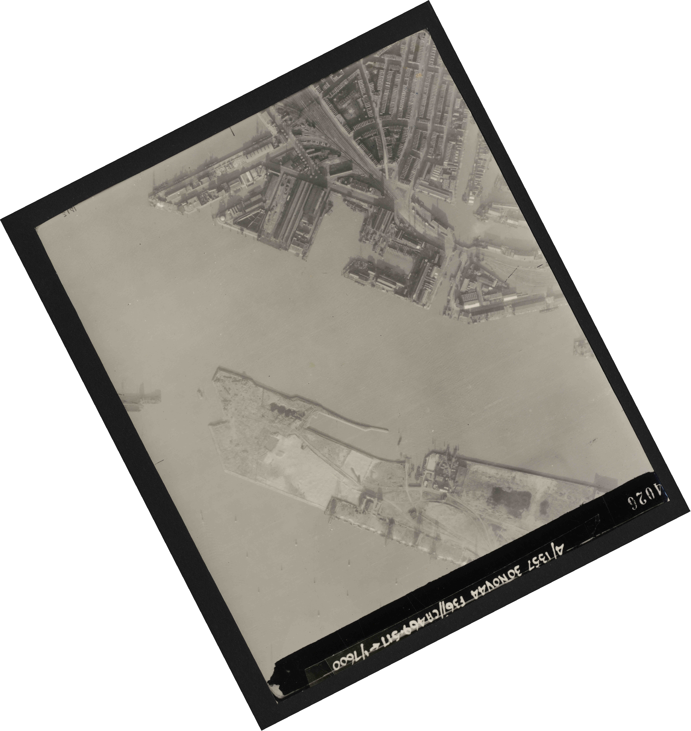 Collection RAF aerial photos 1940-1945 - flight 259, run 04, photo 4026