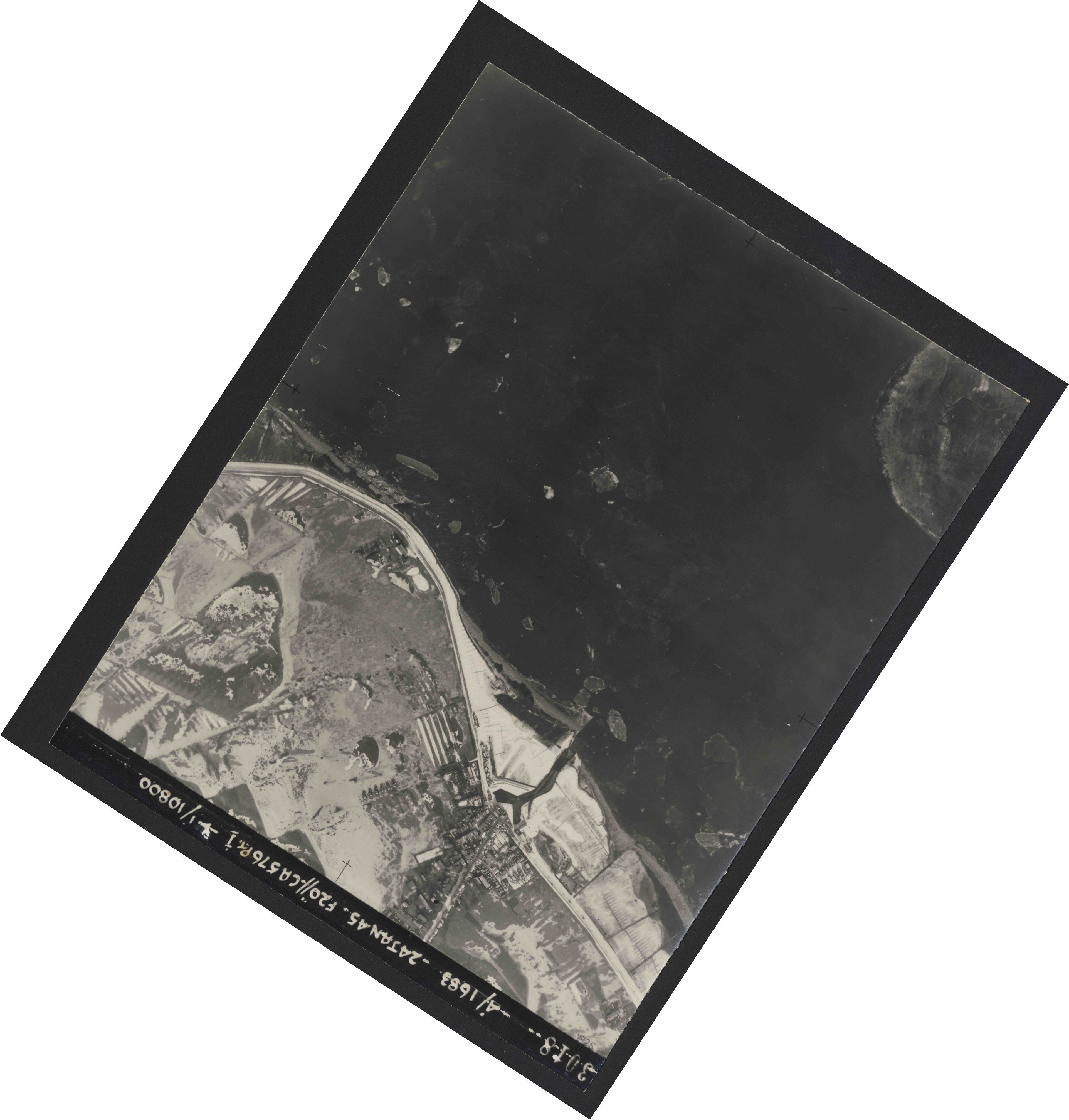 Collection RAF aerial photos 1940-1945 - flight 268, run 01, photo 3018
